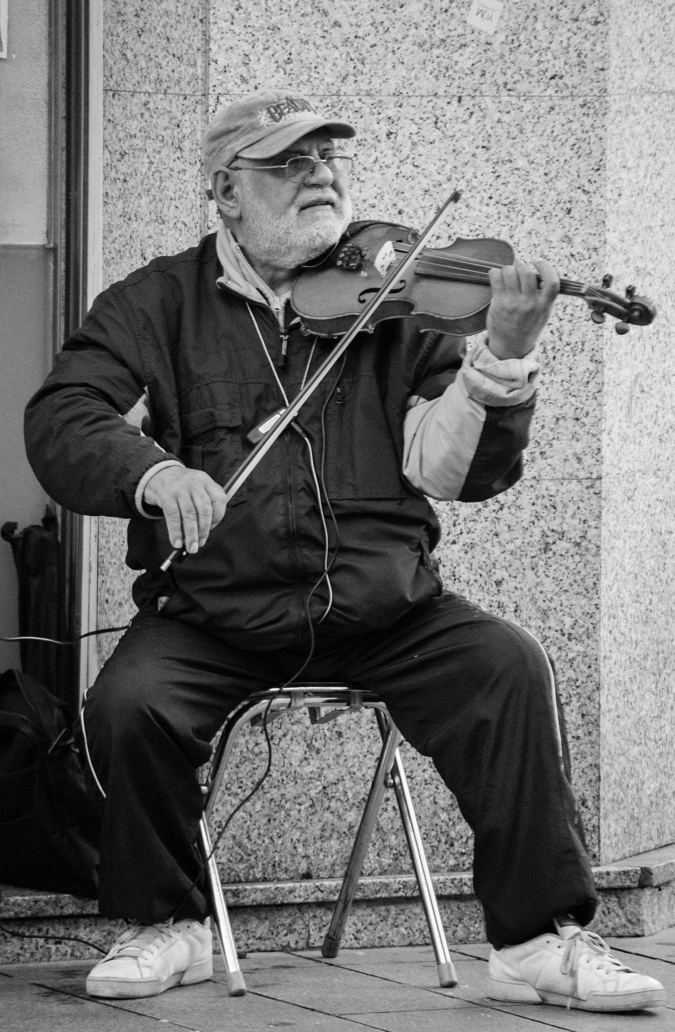 Violin player by Lee Russell Wilkes