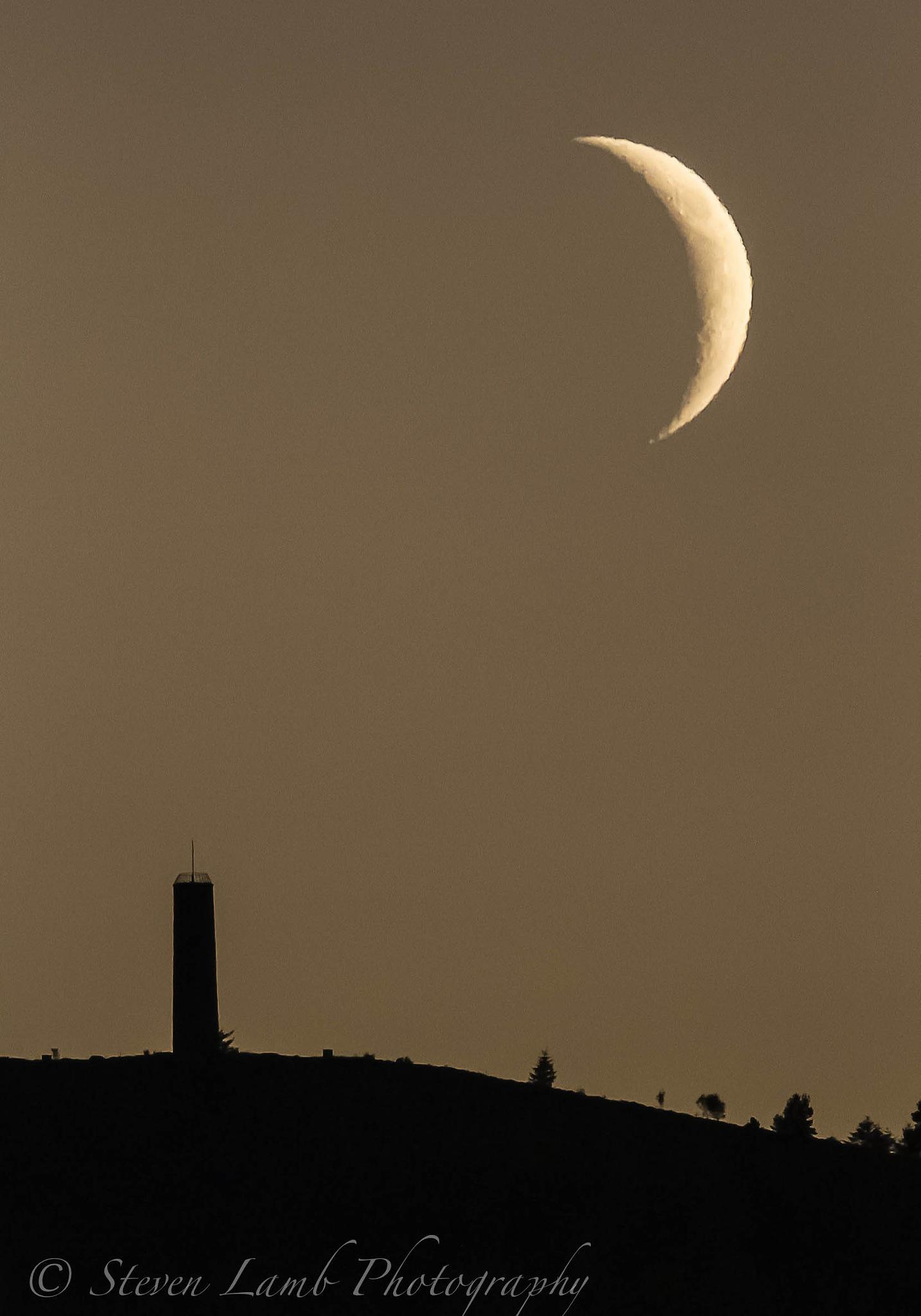 Moon Set by Steve Lamb