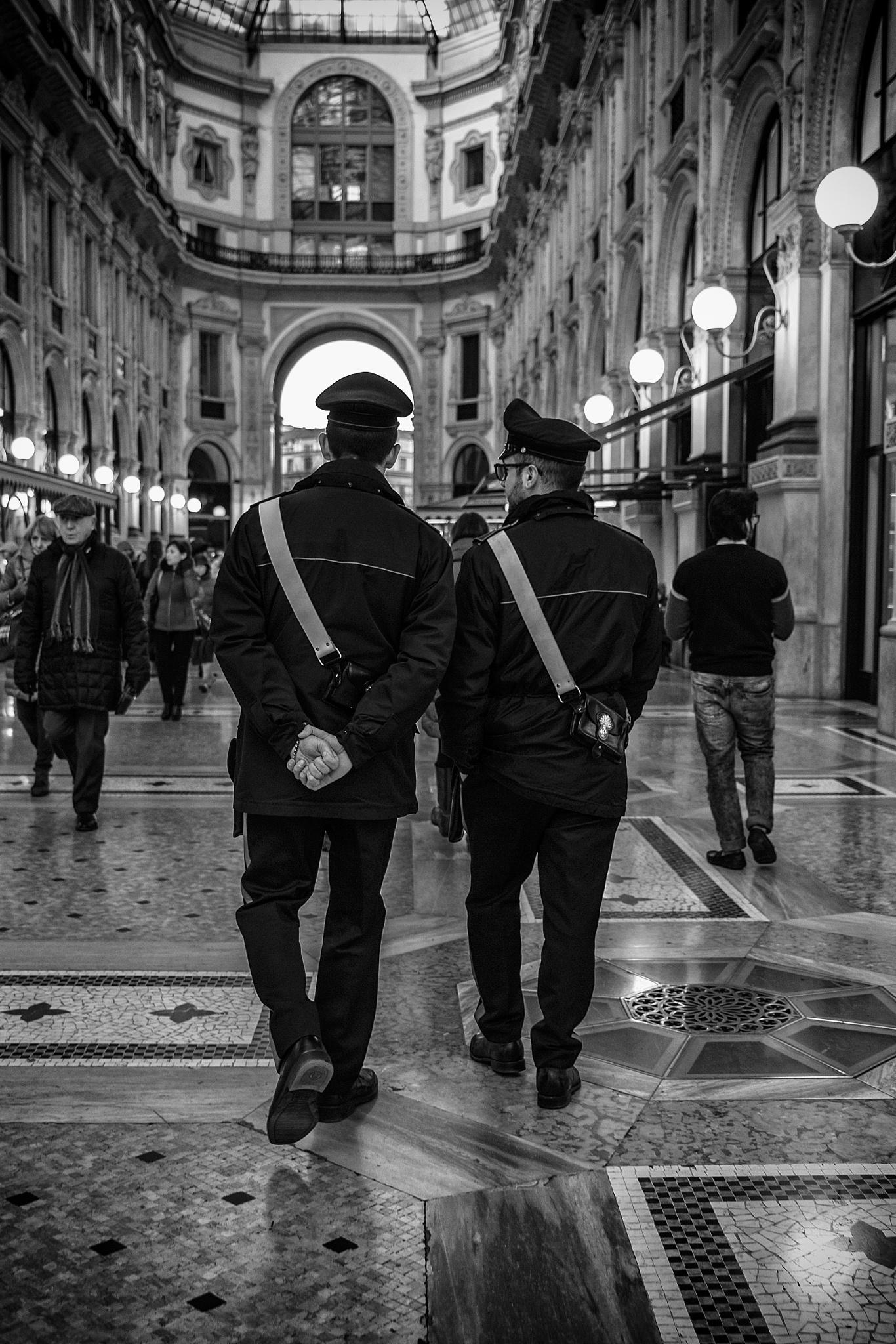 Vigilando -  by Alessandro Longo