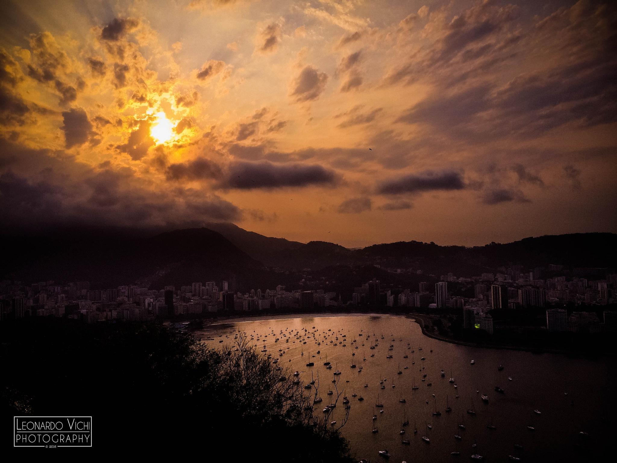 Dawning in Rio  by Leonardo Perin Vichi