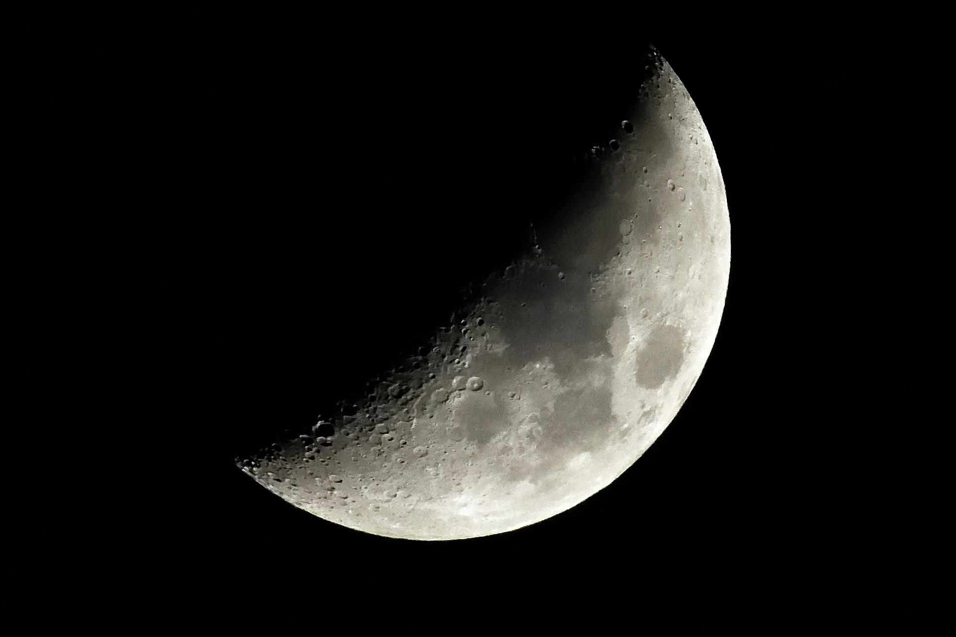 Moon 2 21Apr18 by Greg Knott