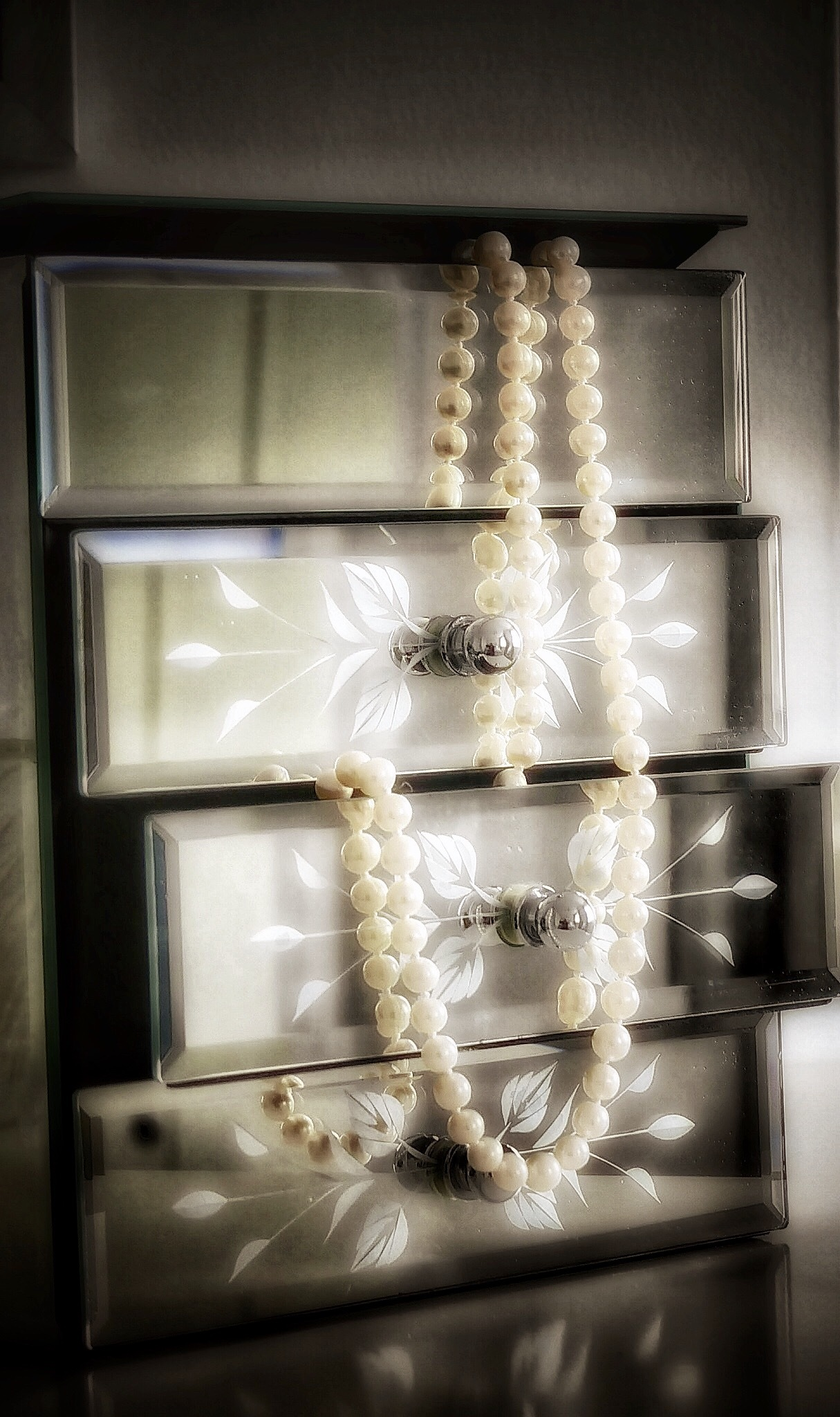 Mothers Pearls .. by JanSharp