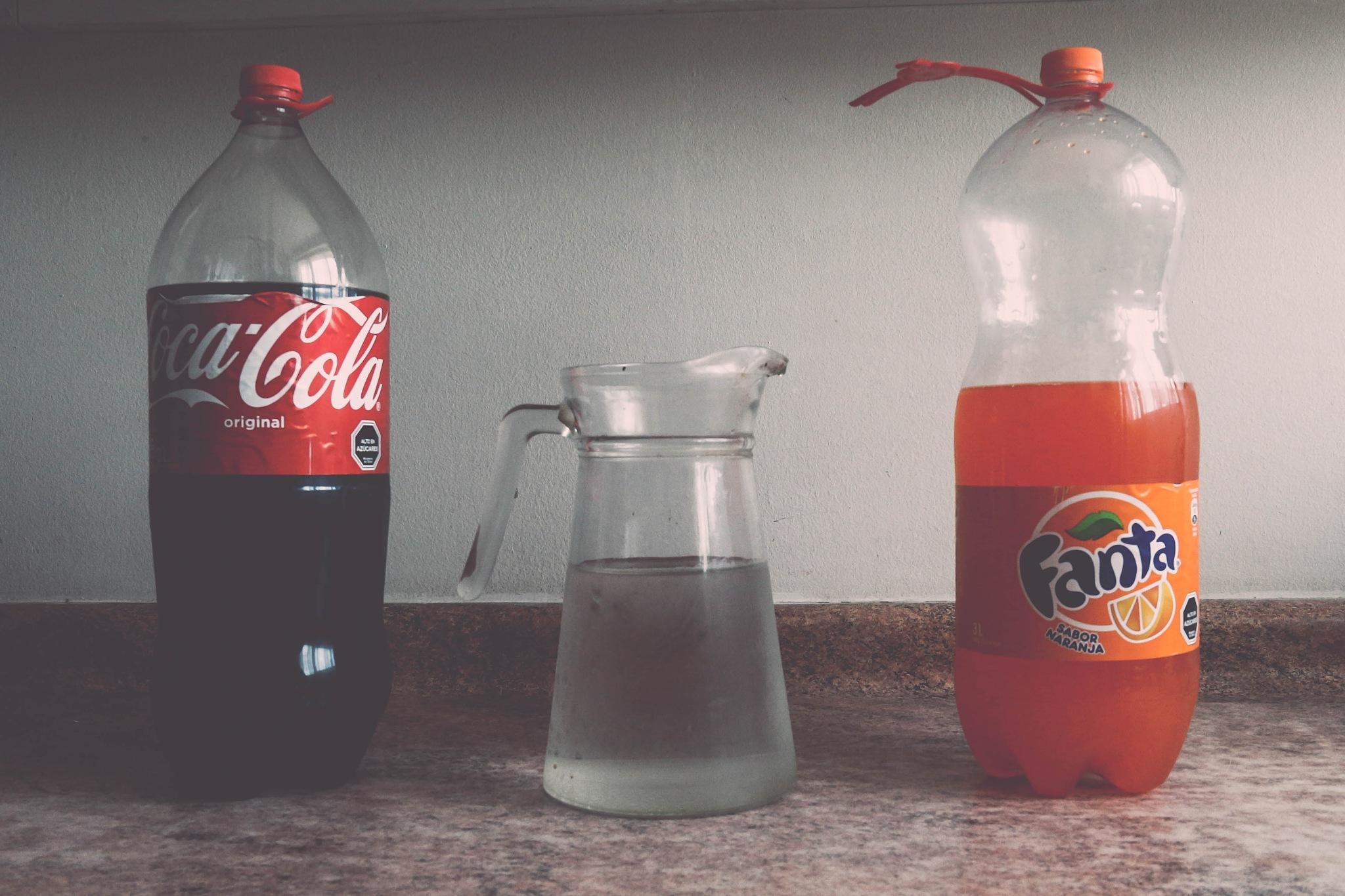 Mamá, qué bebida es la del medio? by marcoyanezmatamala