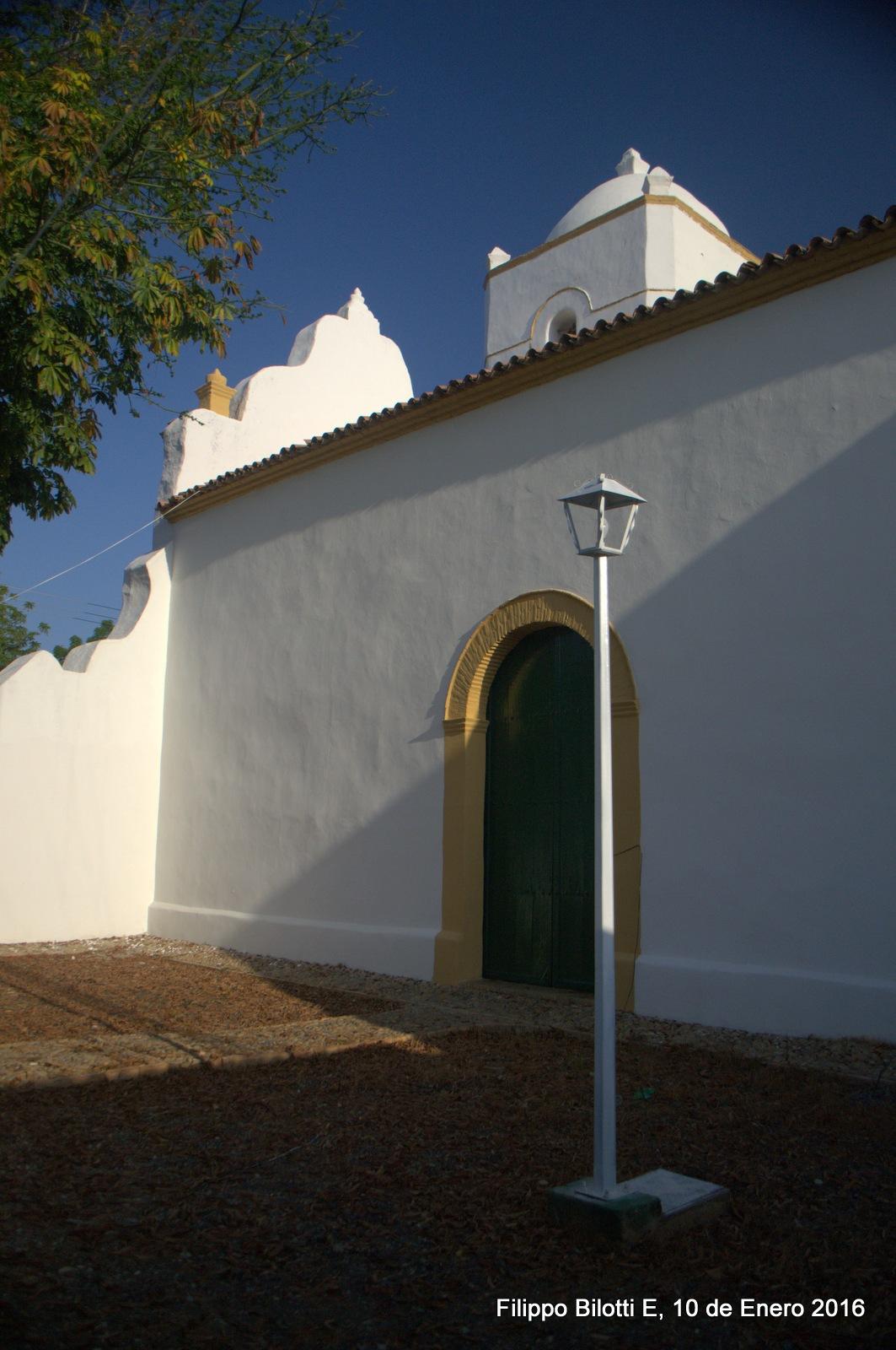 Puerta y farol,iglesia de las Mercedes. by FilippoBilottiE