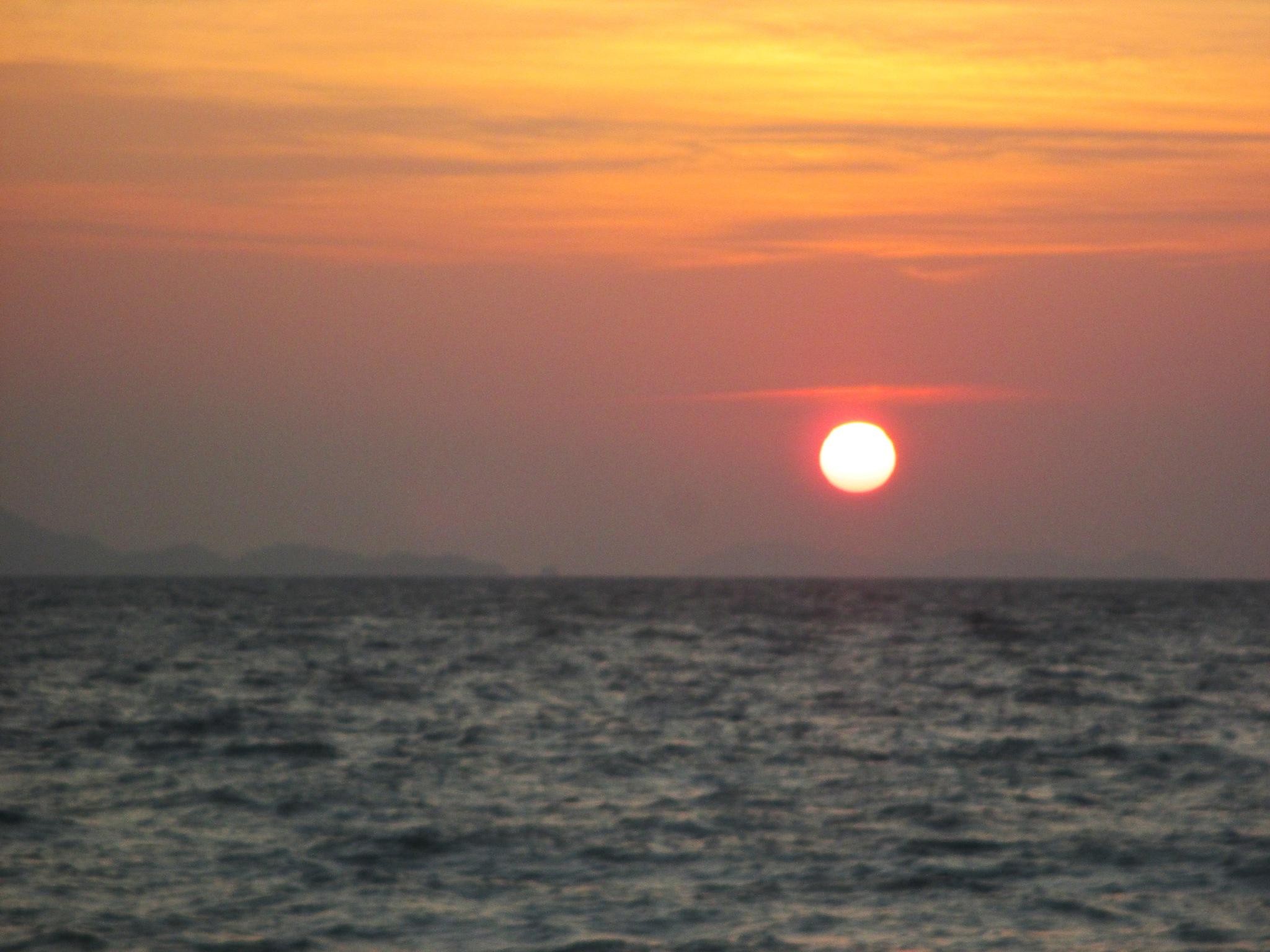 Hello sun by annbenjakul