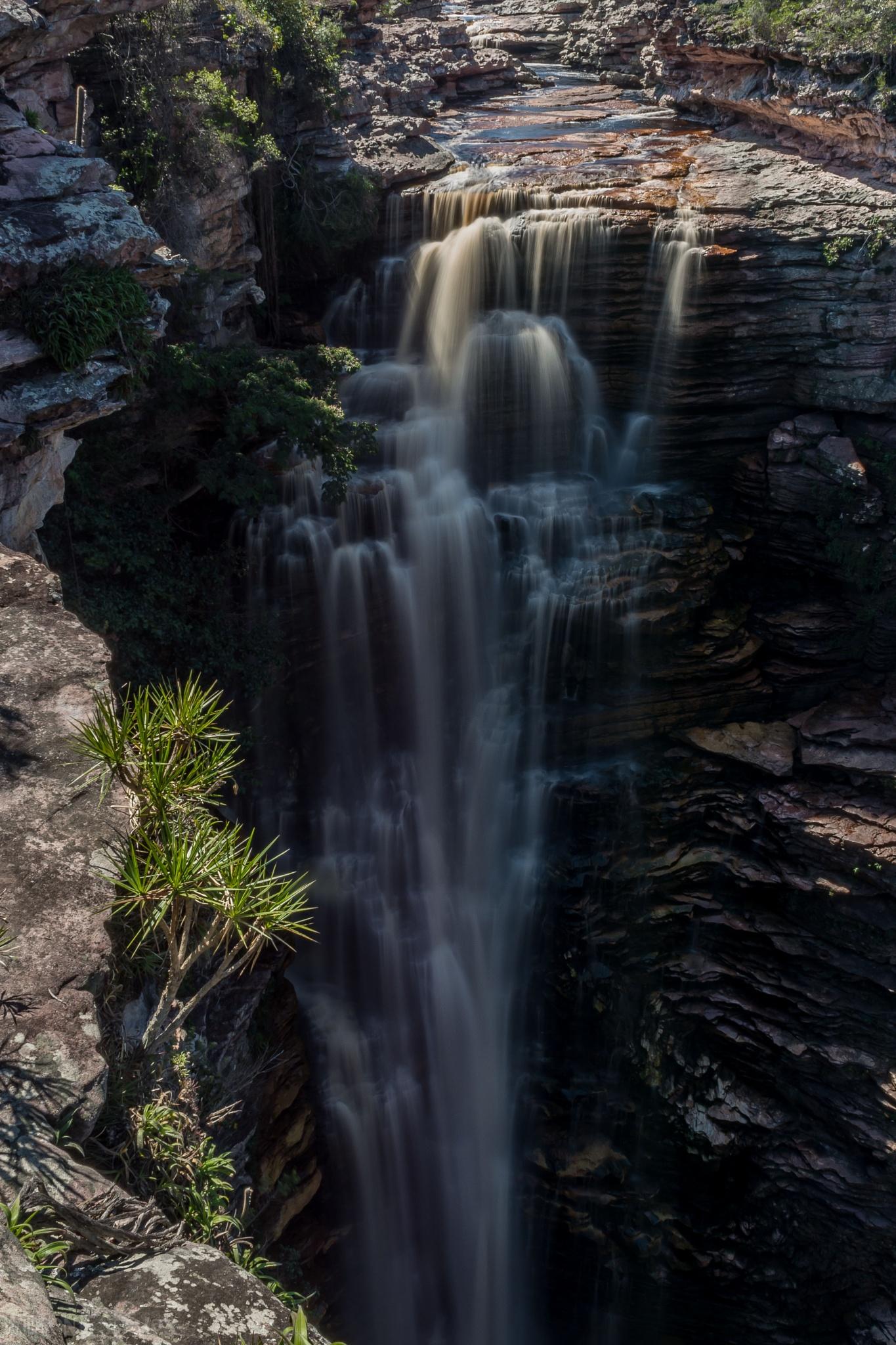 Cachoeira do Buracao by Wilton Esteves