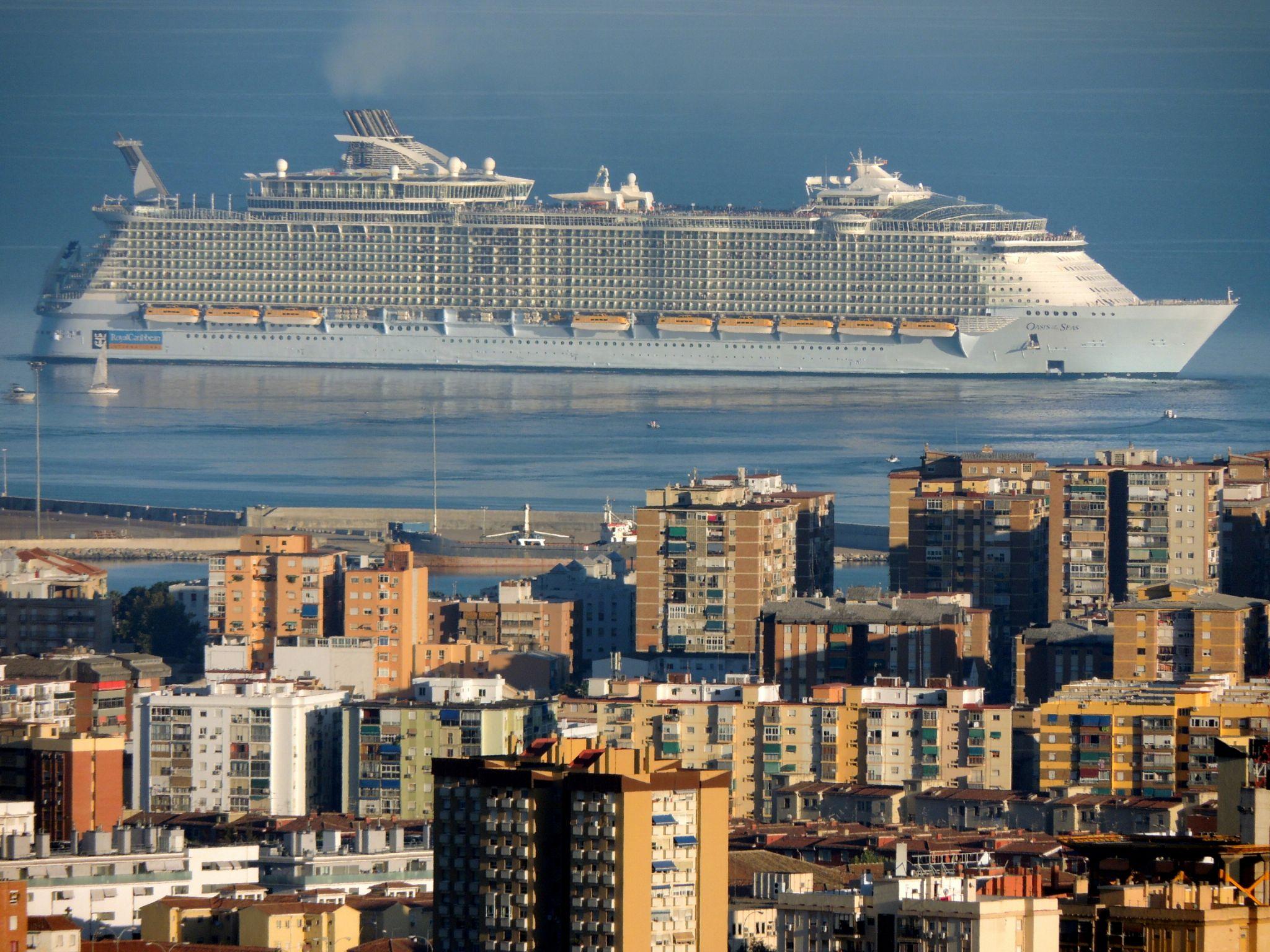 Oasis of the Seas - Málaga by Pedro J. Luque González