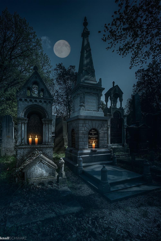 In der Nacht am Friedhof by Charlie Schwarz