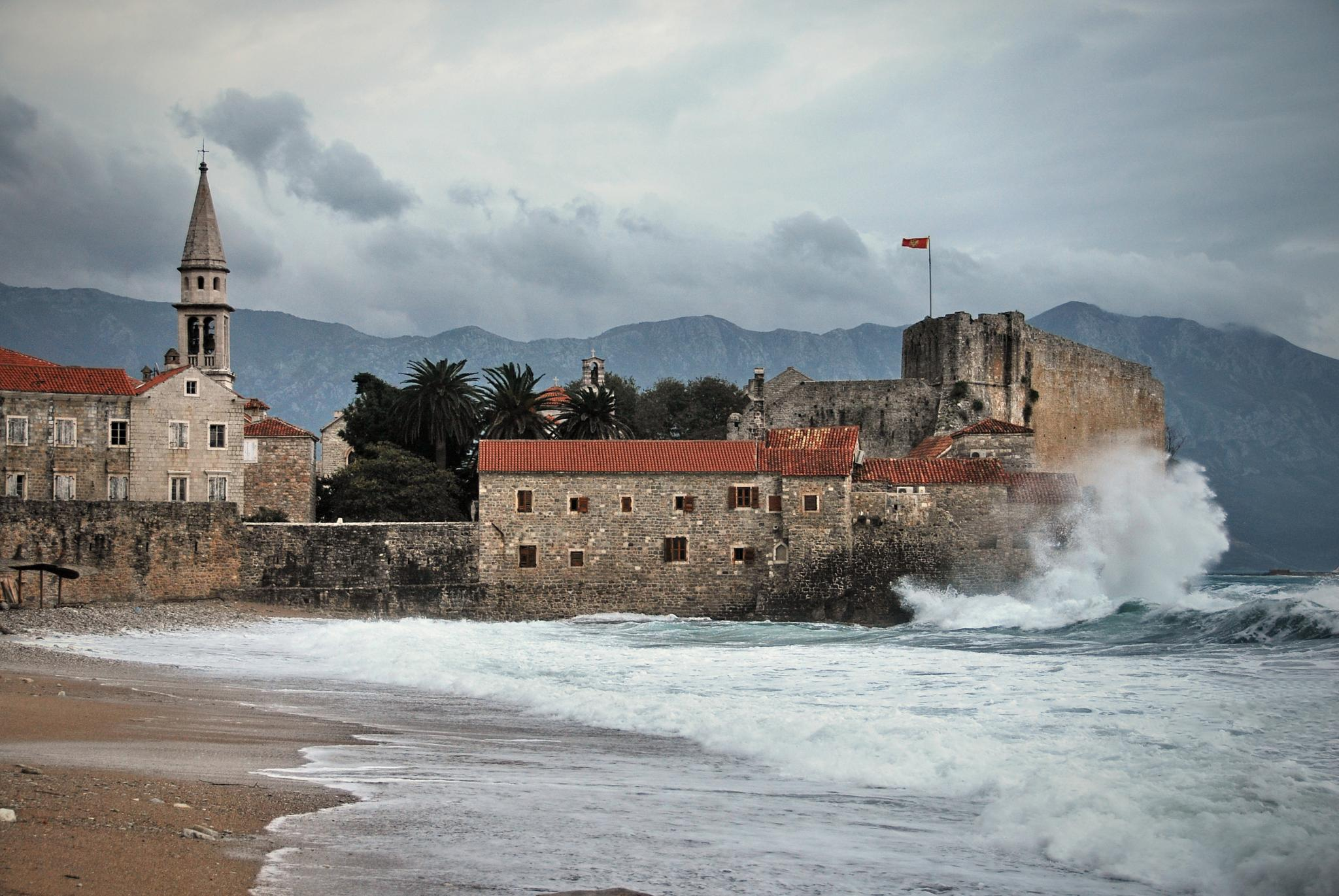Waves by Milos Cetkovic