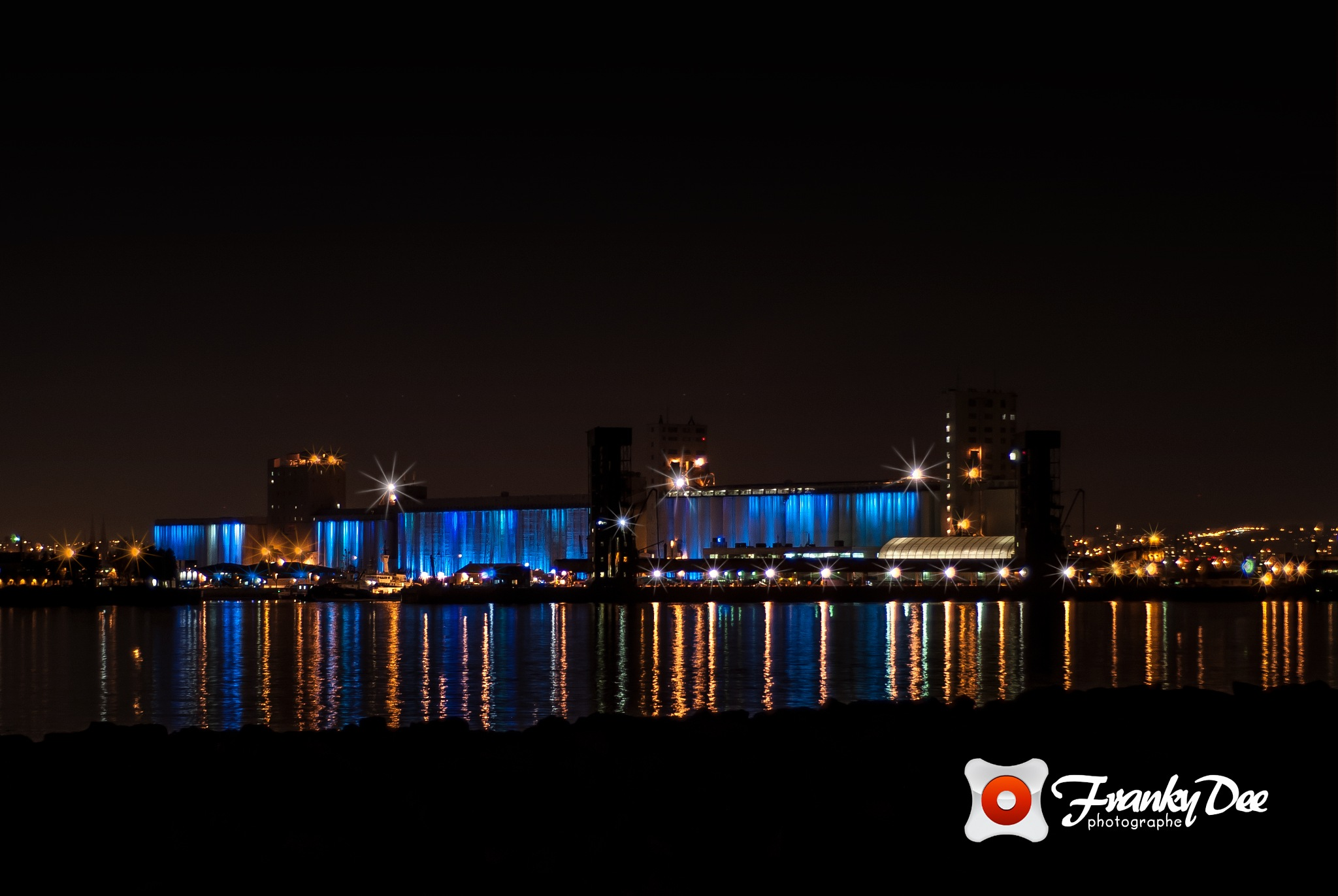 View of Quebec by night by ..:: FRANKYDEE ::..