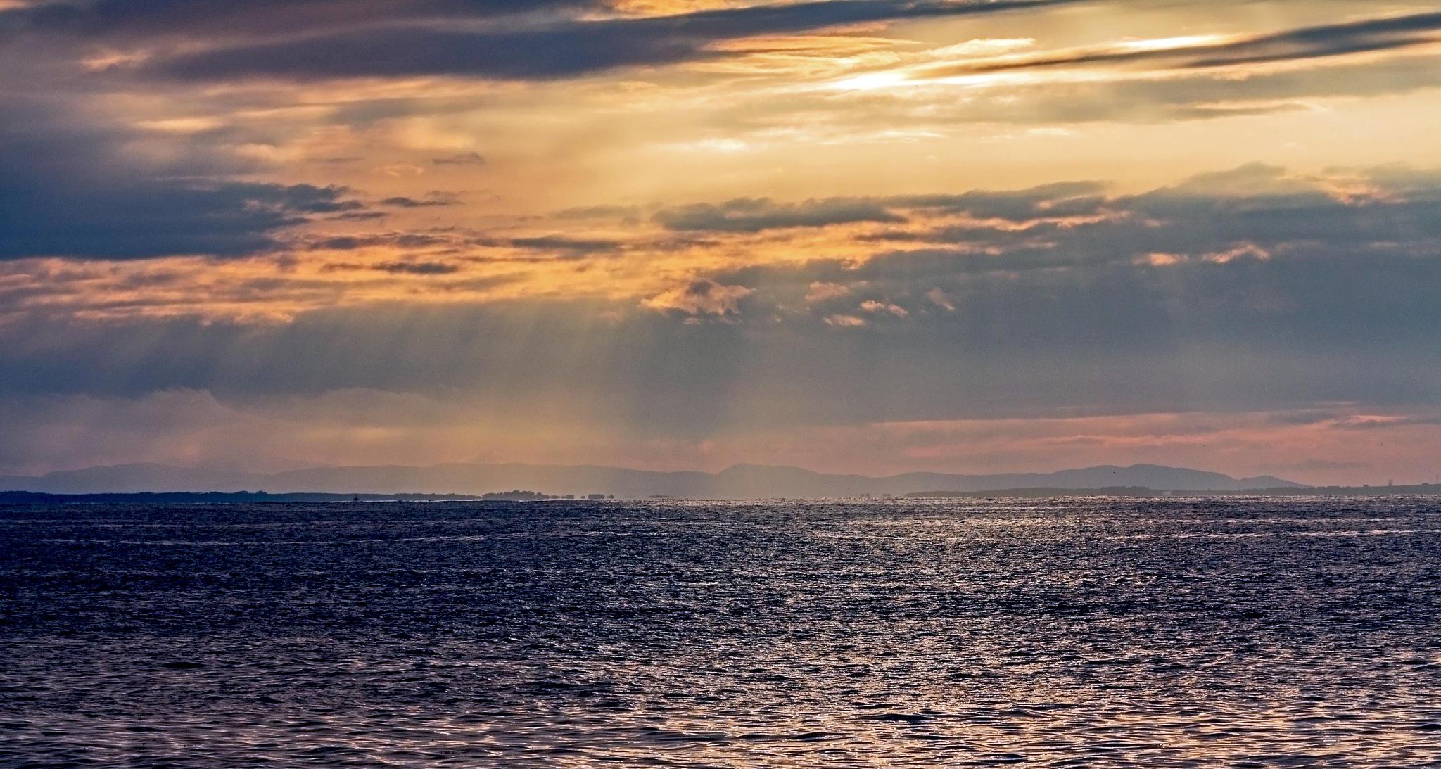 Cummingston Sun rays. by TommyThain
