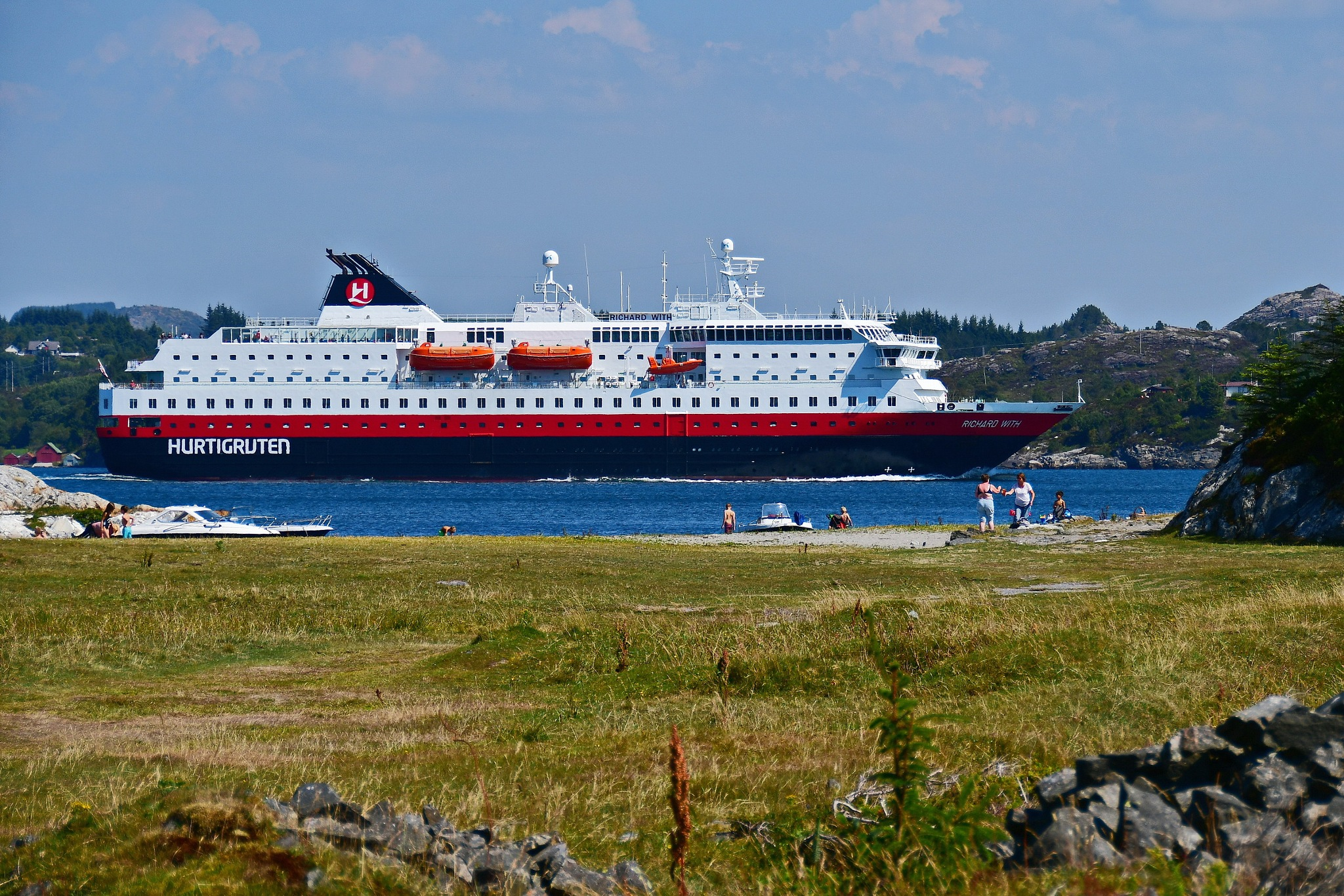 Coastal passenger boat between islets and narrow channels. by Per Molvik