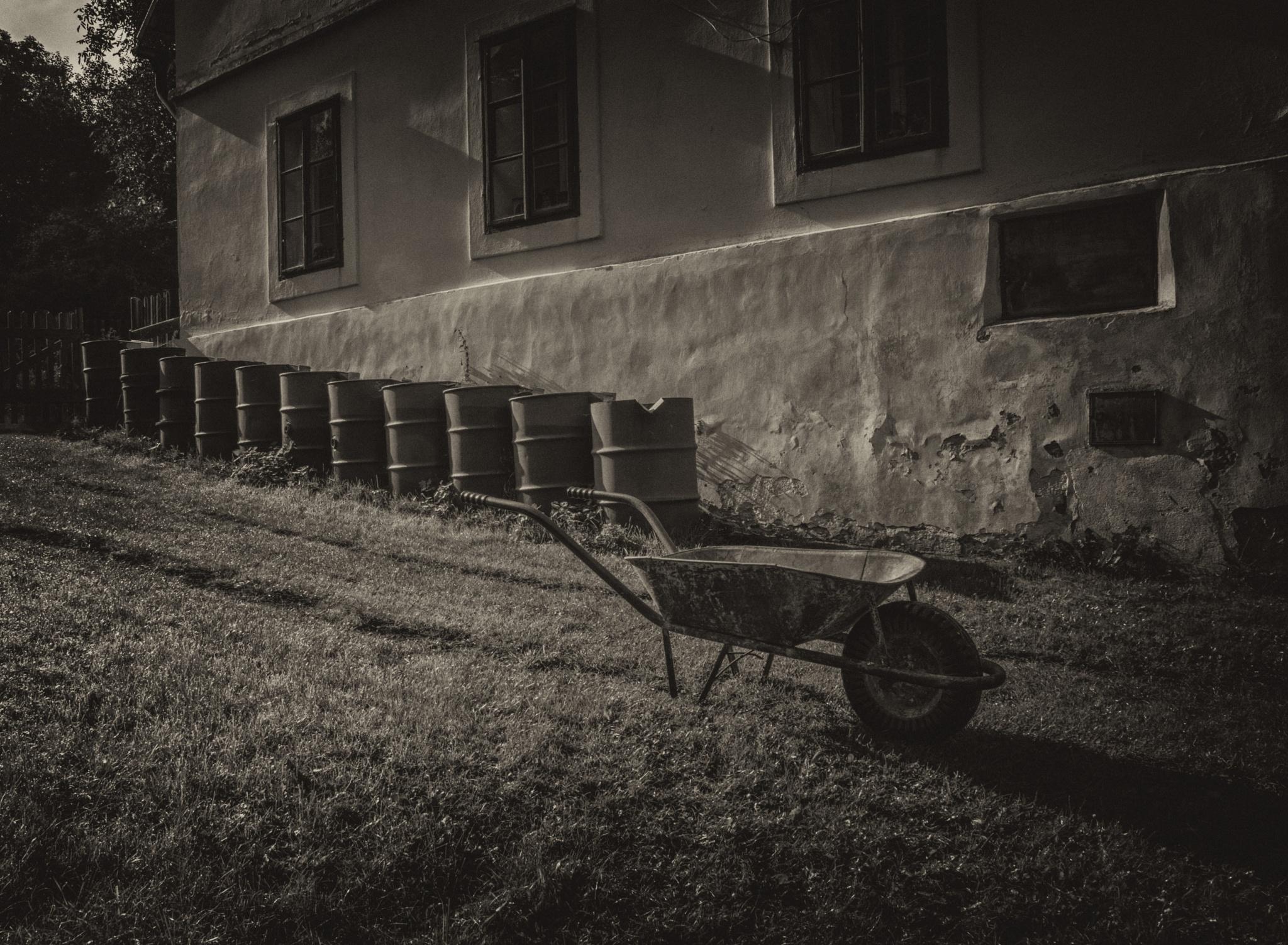 Water storrage with wheelbarrow by Klaus von Jansdorf