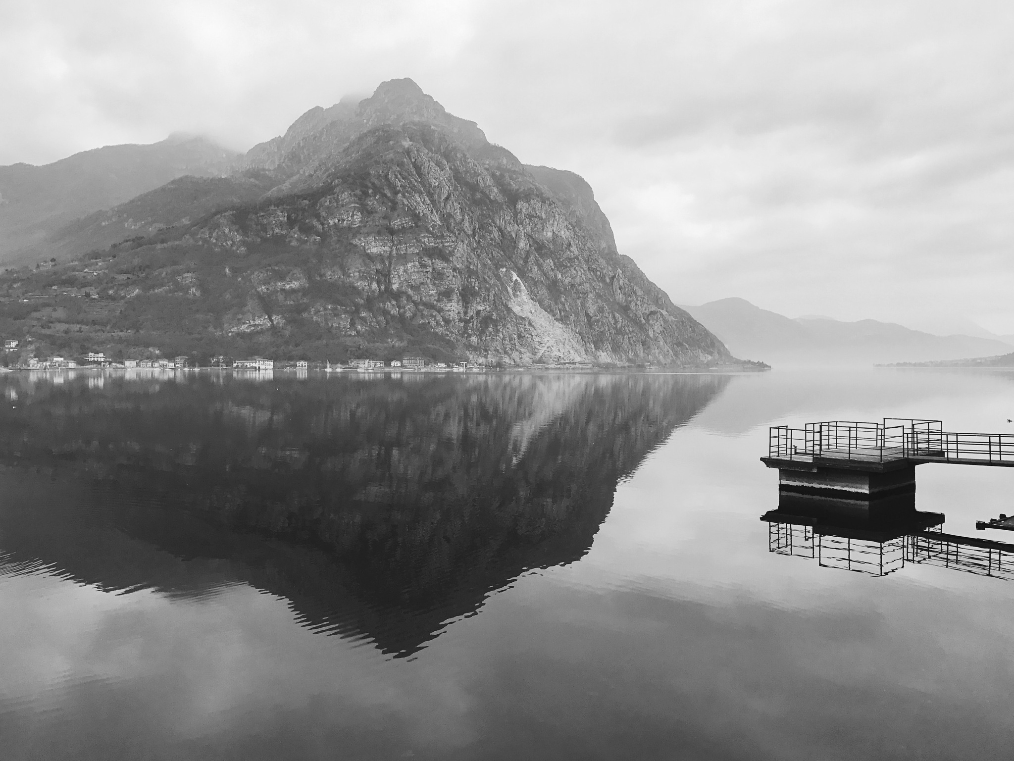 Lake Como without wind - Lecco by Tobia