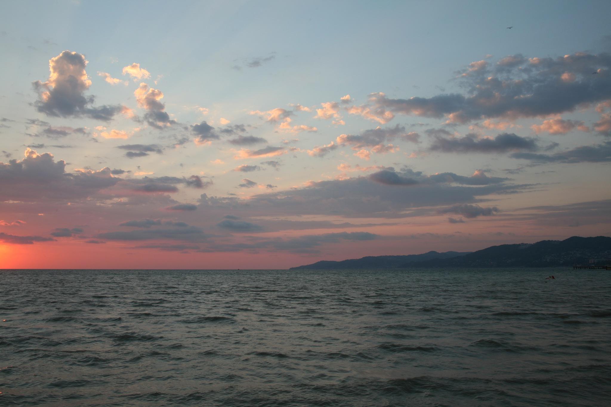 Sunset and the sea.. by SvetlanaRubtcova
