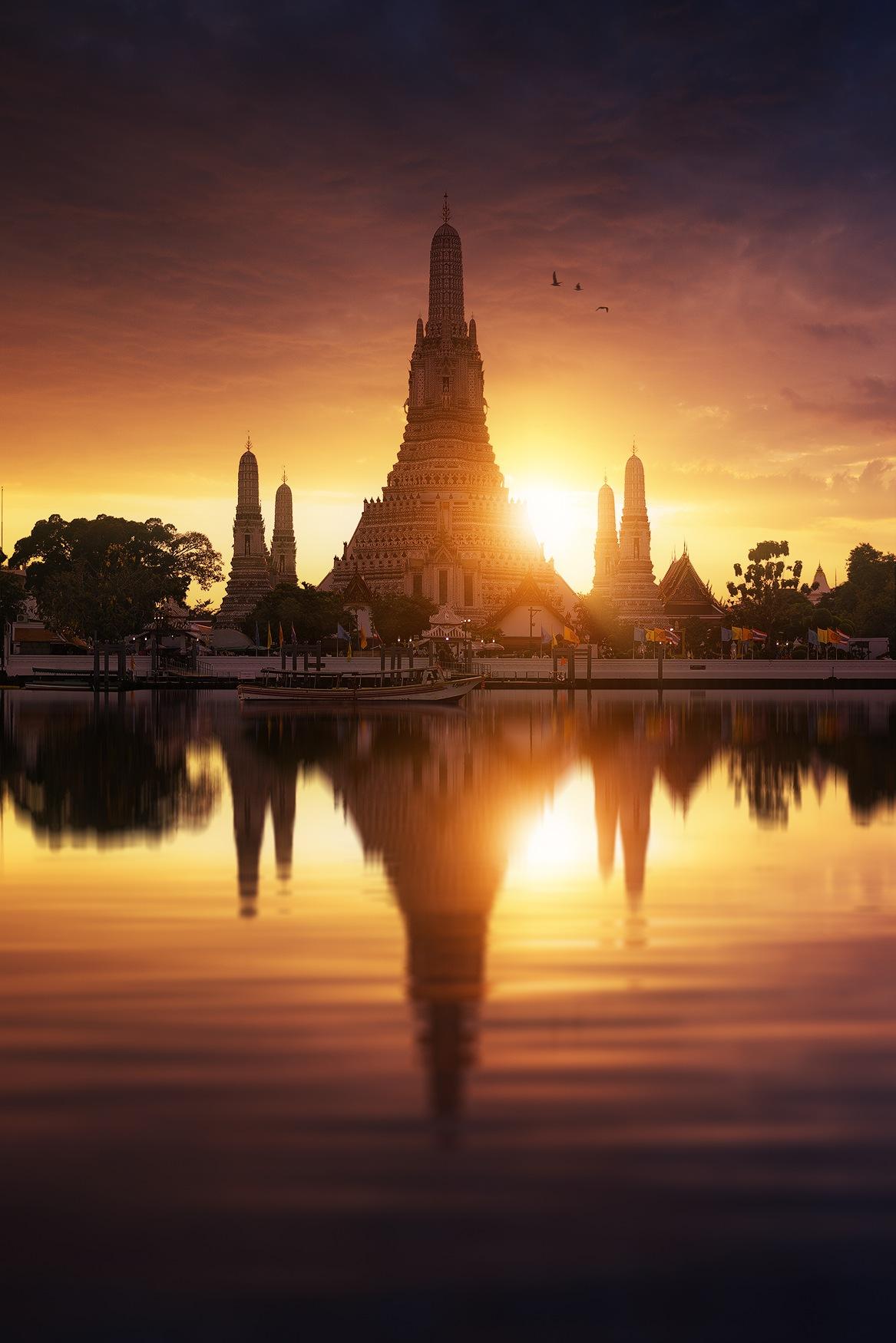 Wat Arun, Temple of Dawn (Bangkok, Thailand) by Beboy Photography - Julien Grondin