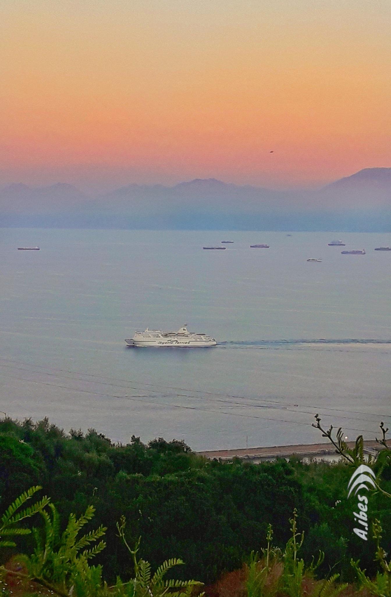 #sunset #bateau #méditerranée  by Ali Ibes