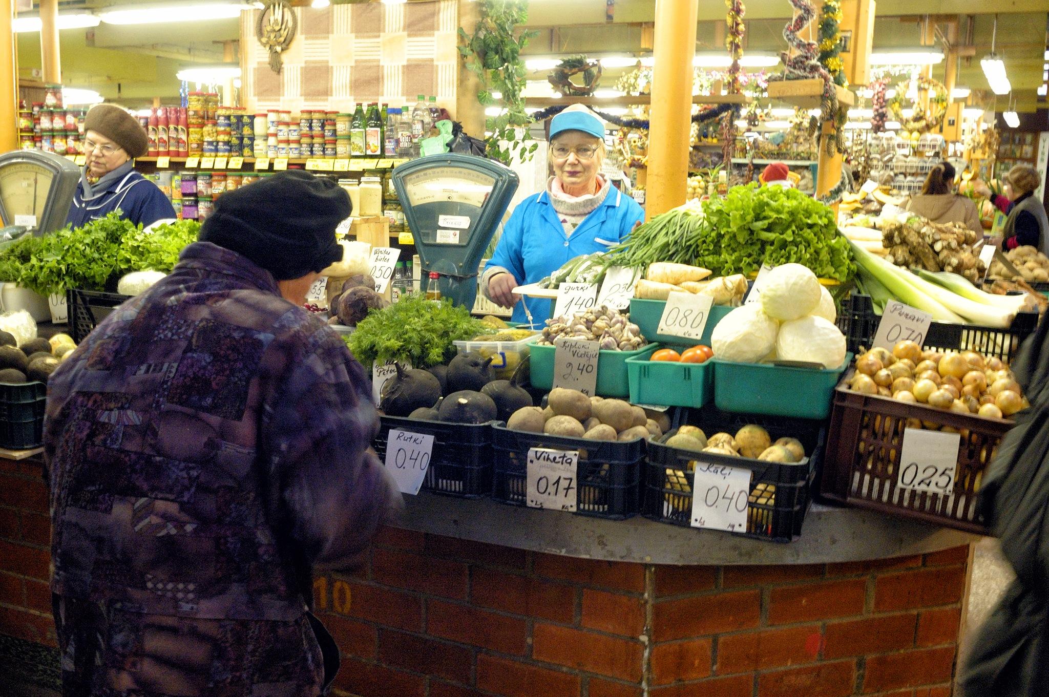 Riga@the market, January 2006 by Frank Fremerey