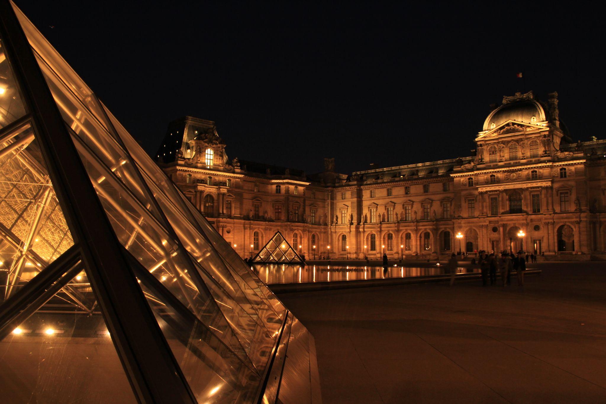 Louvre, Paris by felipmmelo