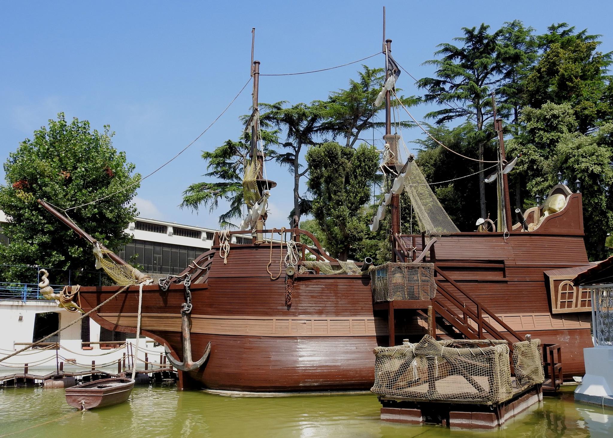 Naples - Edenlandia [Amusement Park] - The Pirates Vessel  by Arnaldo De Lisio