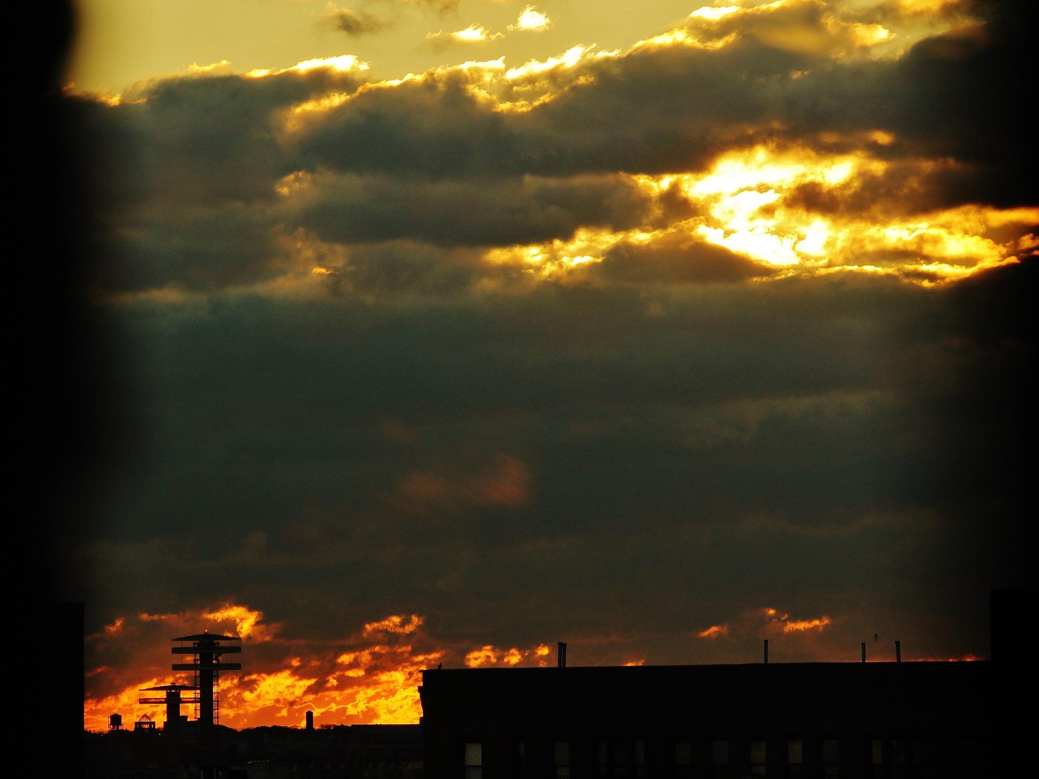 Ciel de NY en Feu, by Liborio Drogo