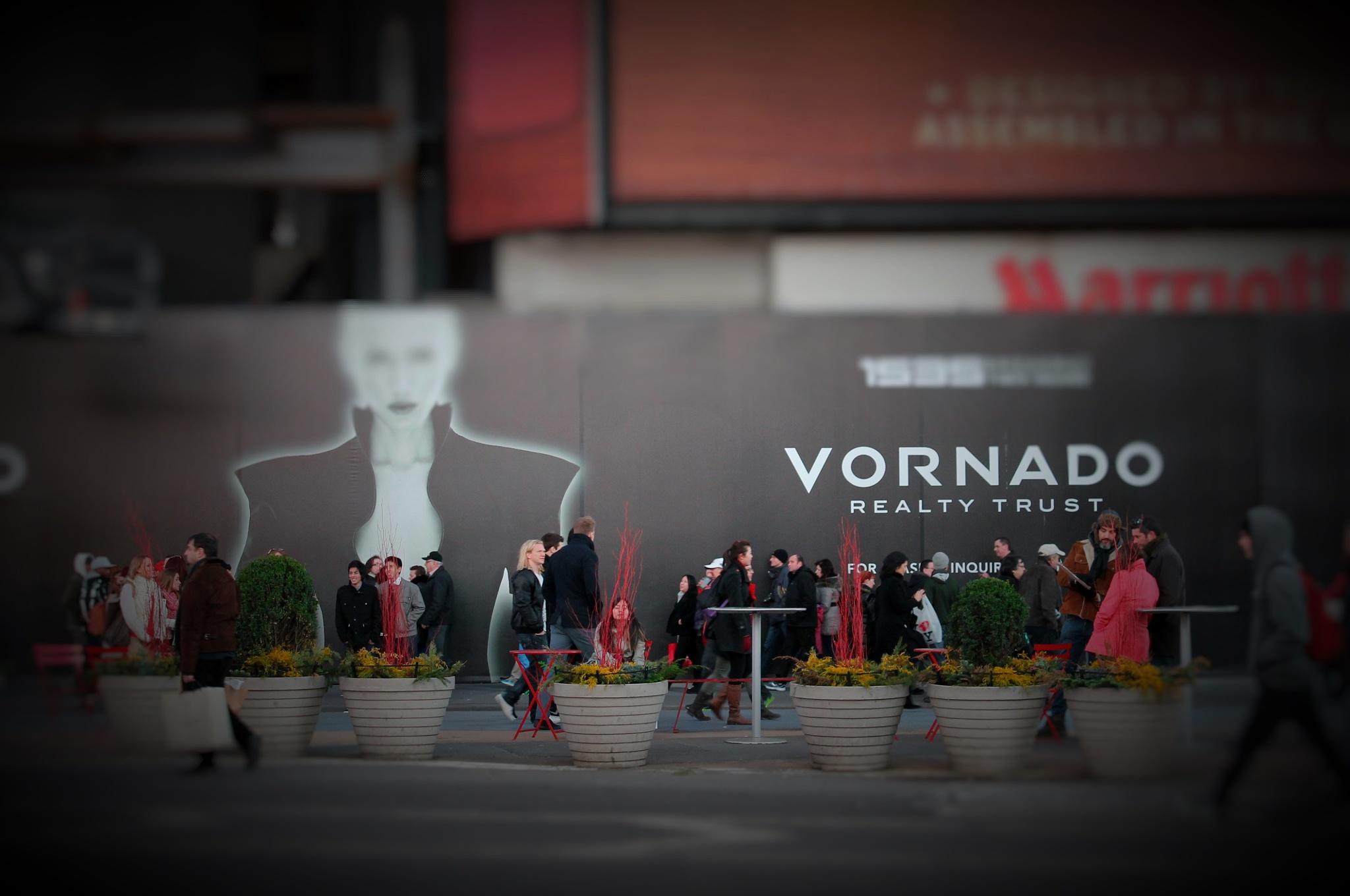 VORNADO & Peoples   by Liborio Drogo