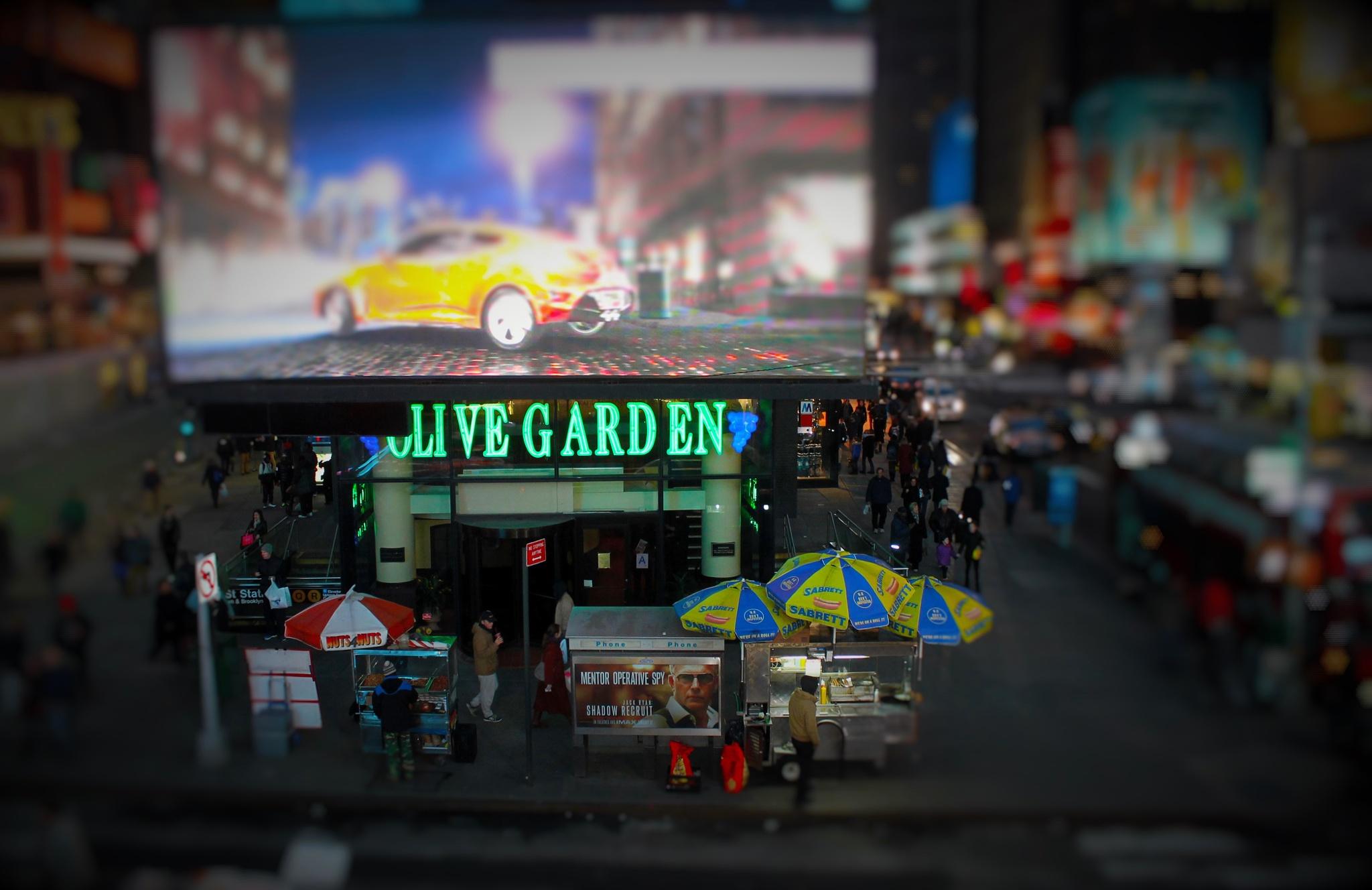 OLIVE GARDEN on Broadway by Liborio Drogo