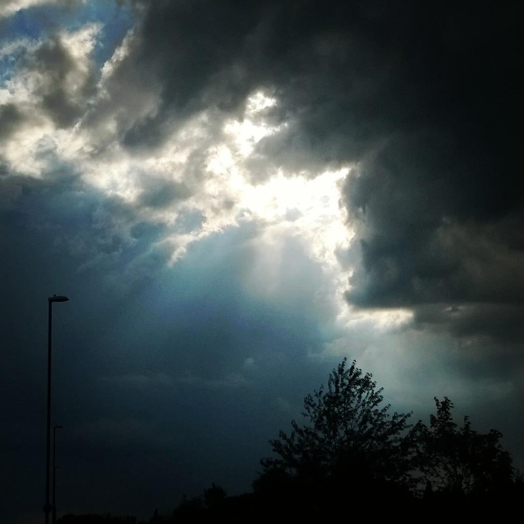 cloudy sky by lauramoo0601