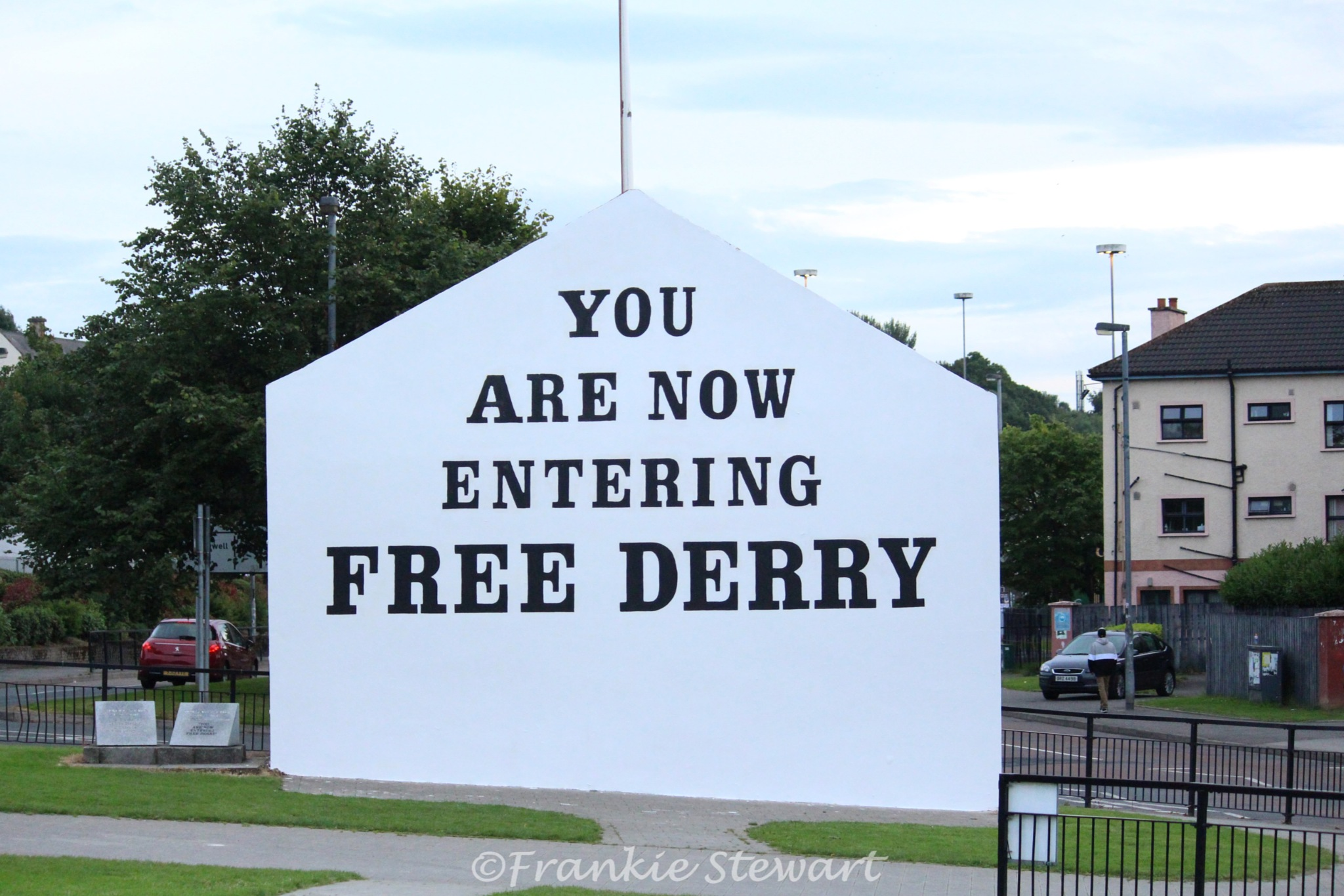 Free Derry Wall by FrankieS