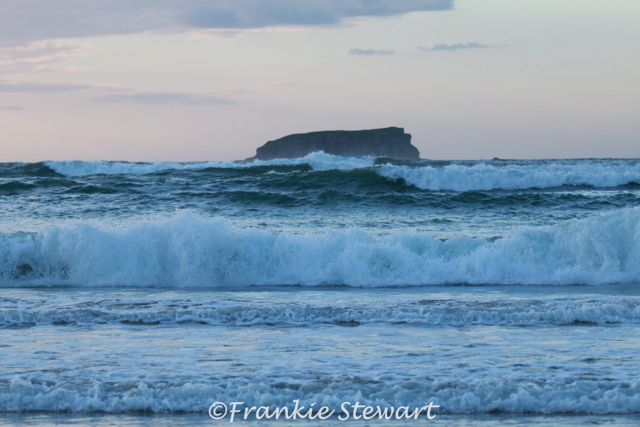 Rolling waves on the Wild Atlantic Way by FrankieS