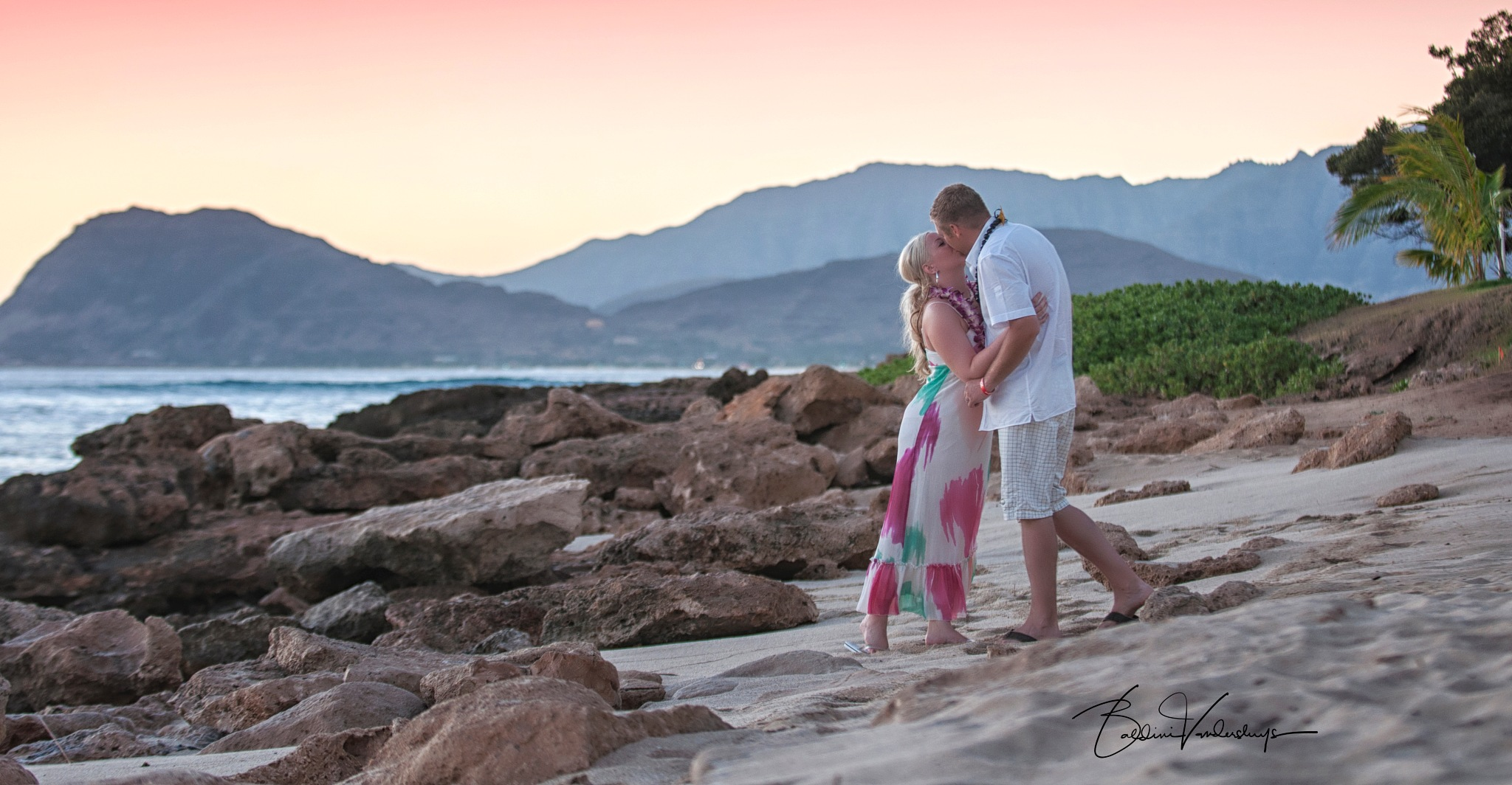 Kiss on the Beach by charlesvandersluys