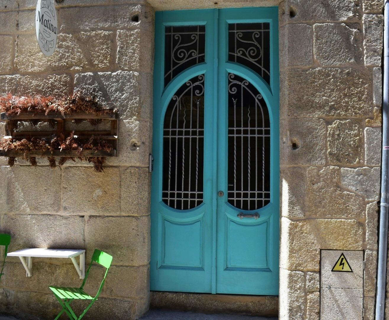 Nuevos estilos la piedra y la. madera. Vigo (La Coruña)  by Pura