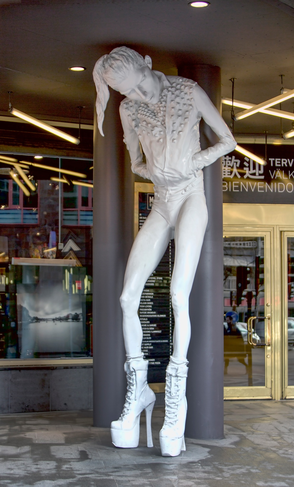 Photo in Cityscape #art #ppretty vacant #cajsa von zeipel #skulptur #canonfreak #ola sköld #stockholm city #konst #staty #nutidskonst #modern #kvinna