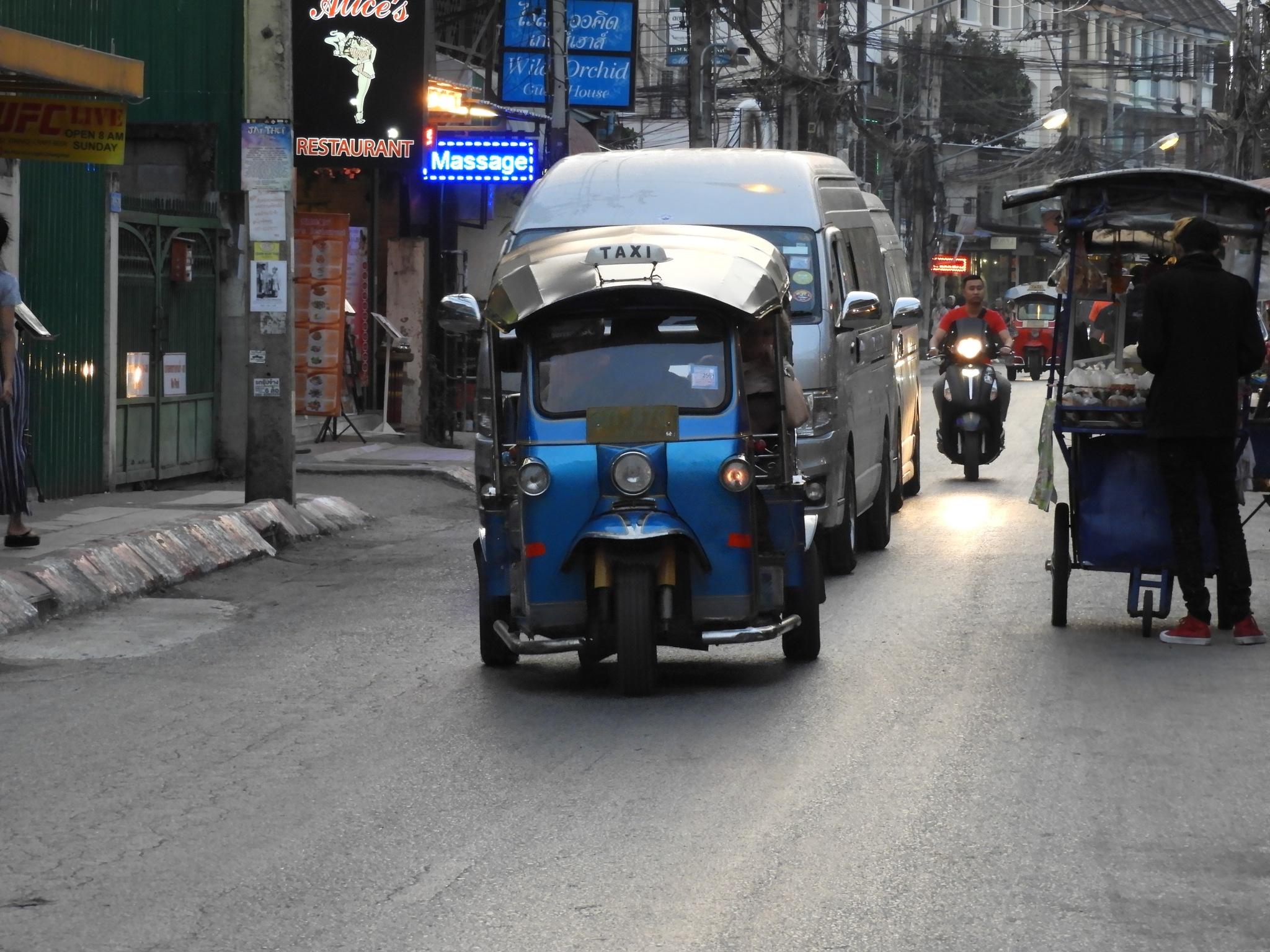 tuktuk by Henny van Broekhoven