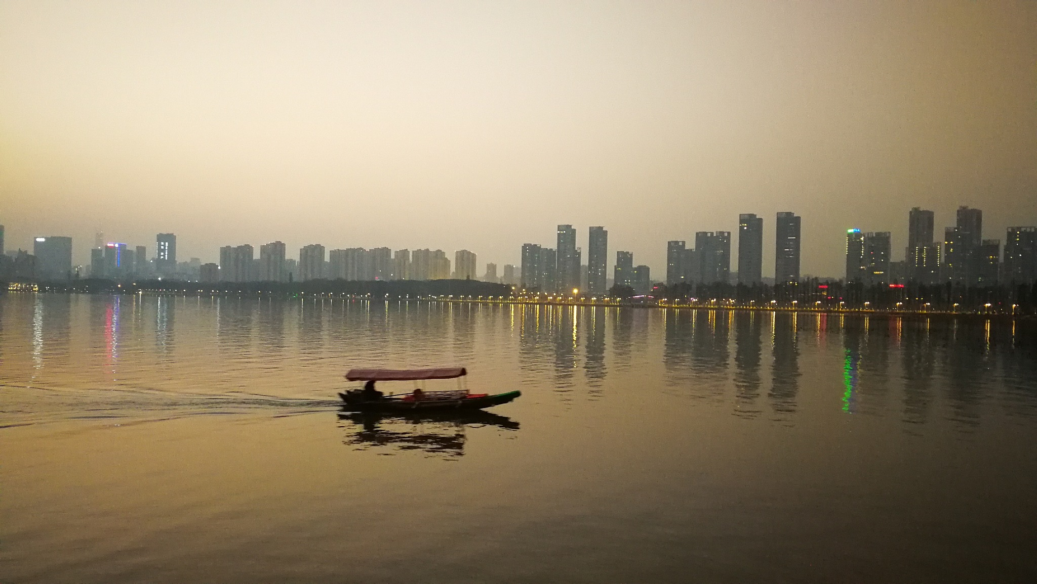 Sunset in Eastlake Wuchang by Studio89Fotos - 湖北武汉