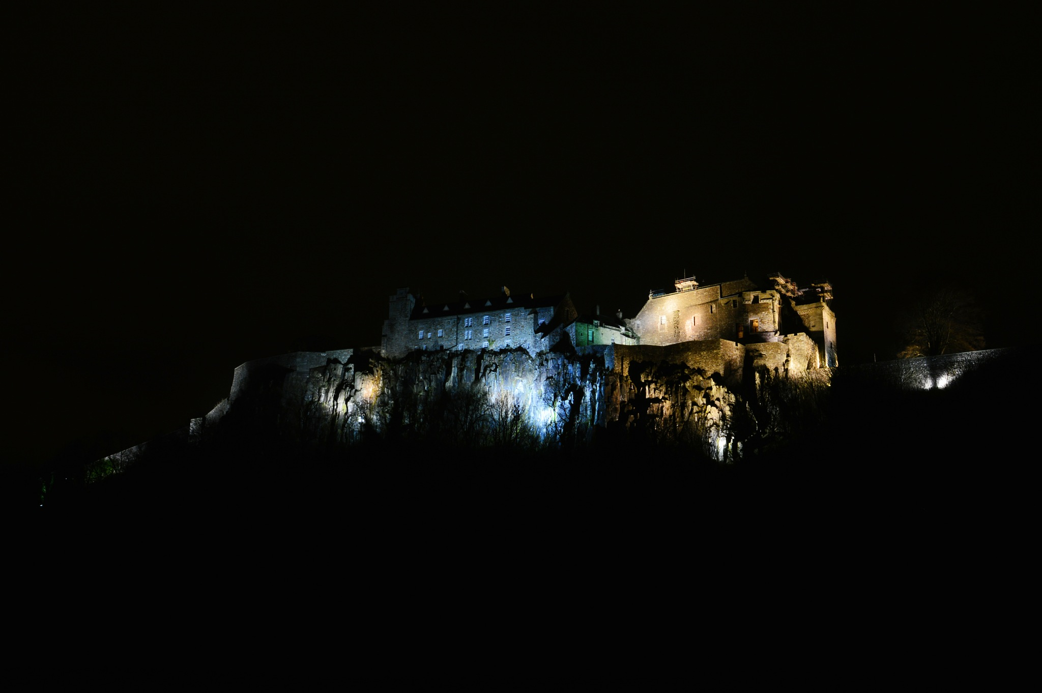 Stirling Castle at night by Niknak