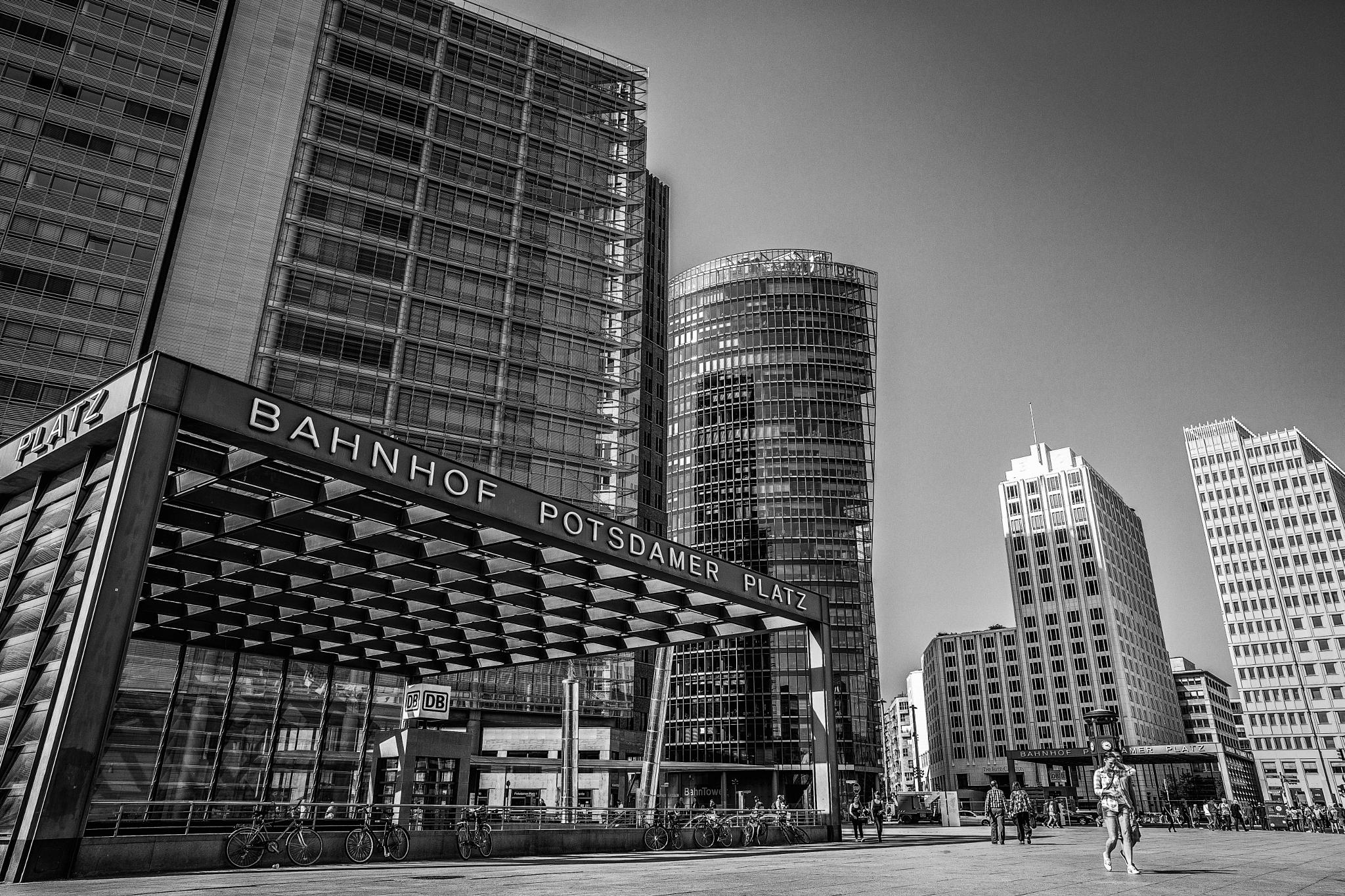 Potsdamer Platz by Kalin Kalpachev