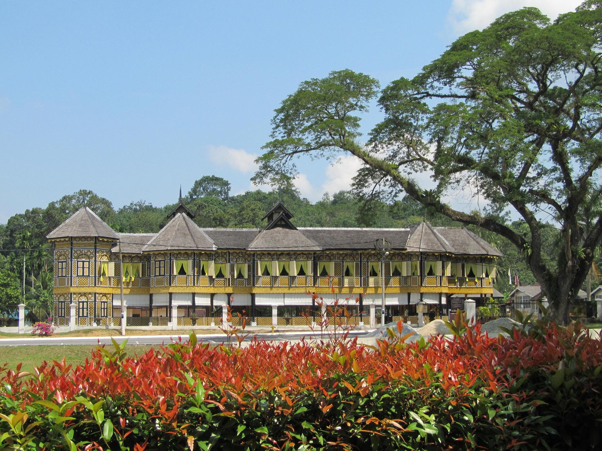 istana kuala kangsar by Mimi Baizura Ariffin
