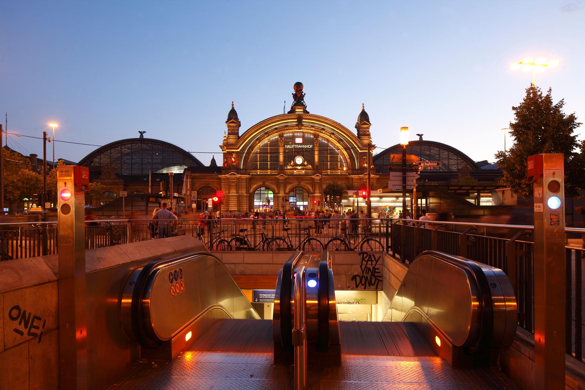Frankfurt Central Station by Torsten Krüger