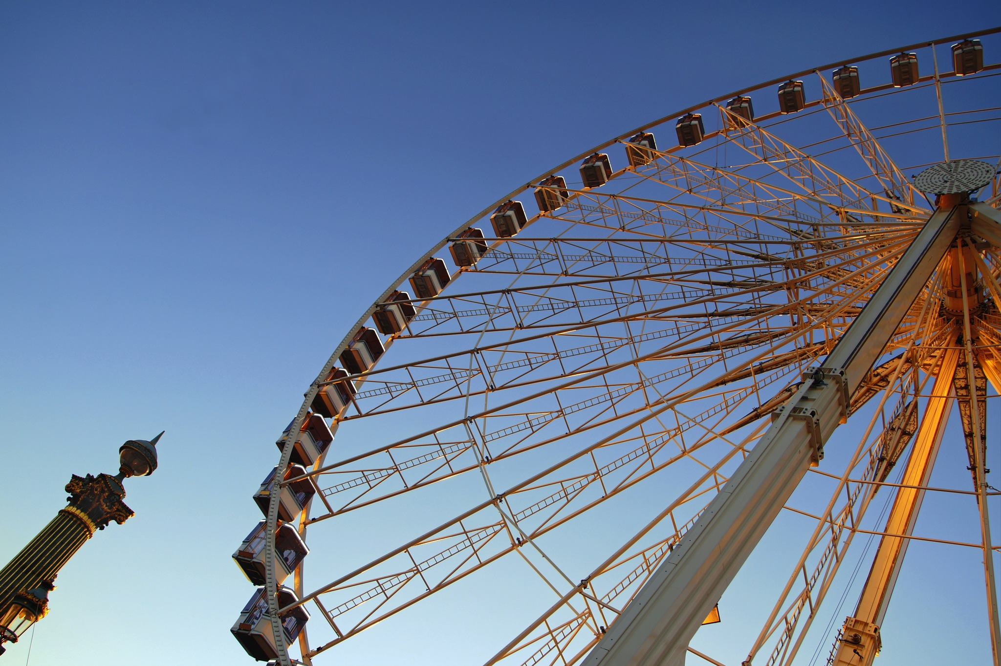 Roue - Wheel by claire lafontaine