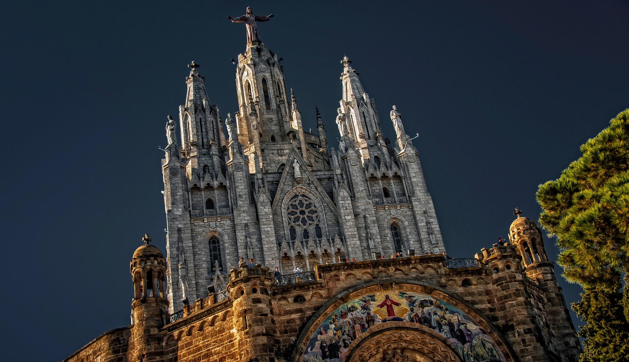Templo Expiatorio del Sagrado Corazon. Barcelona by Al (Alexander)