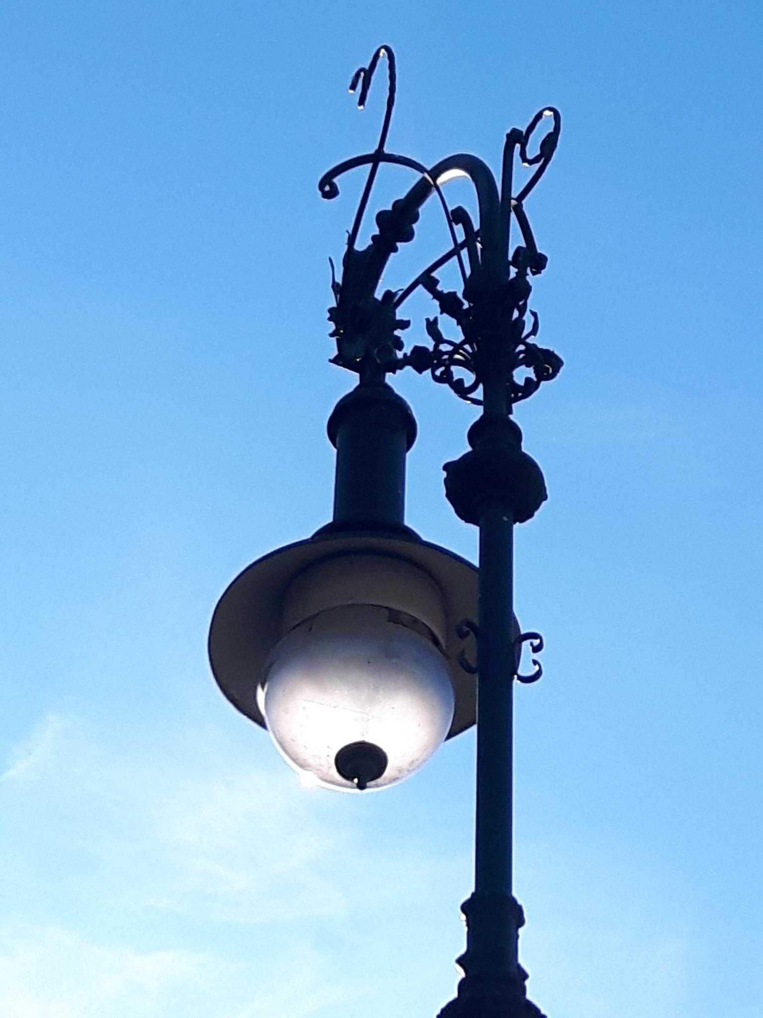 Sun light in Berlin street lamp by Mevludin_Hasanovic