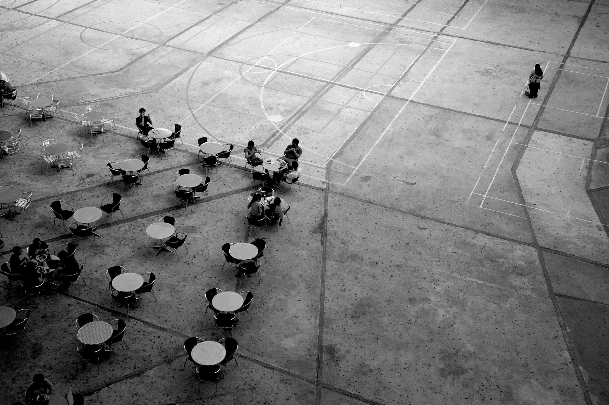 shoot the street in black n white series by Mustaffa Tapa Otai