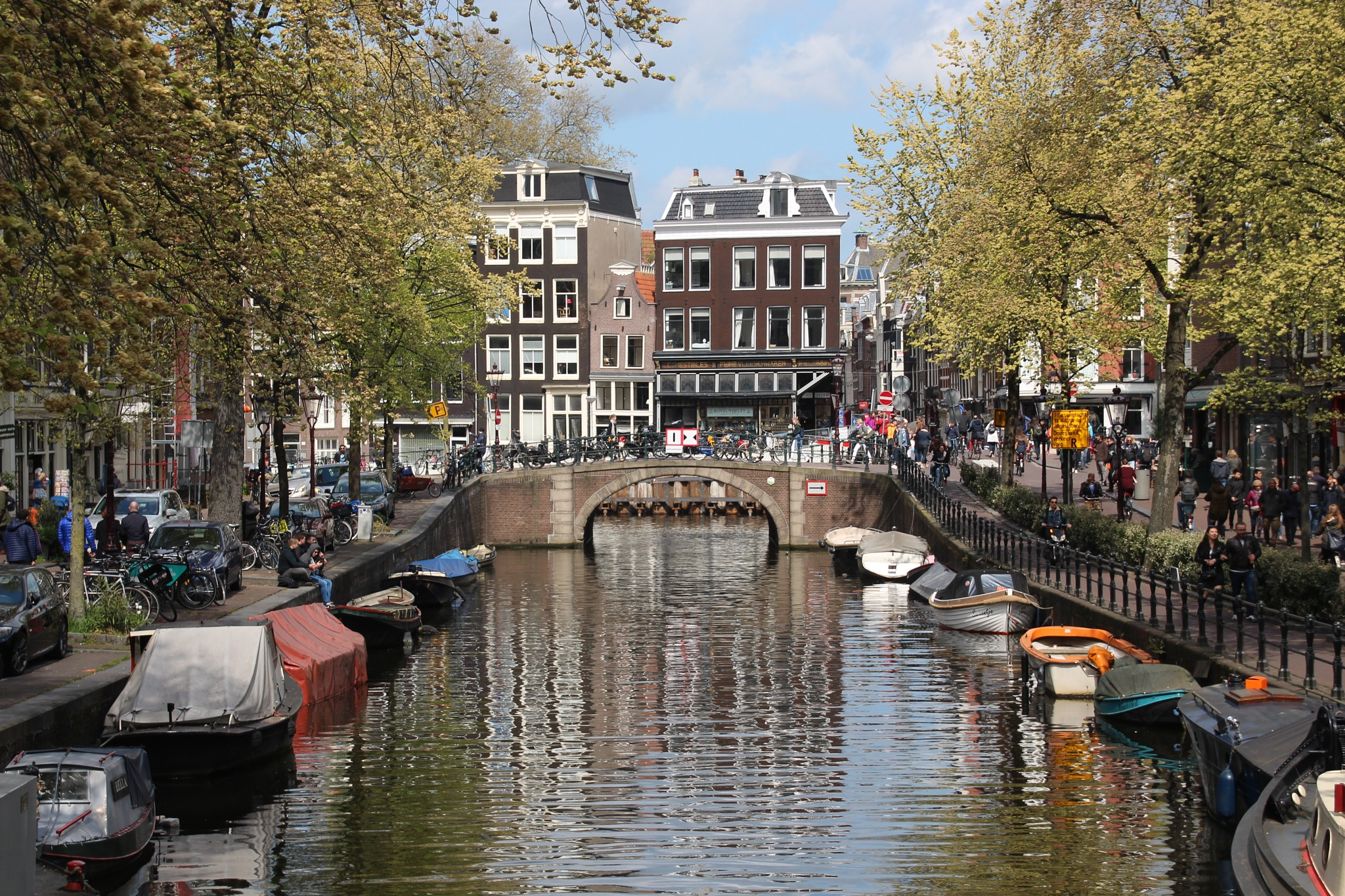 Gracht in Amsterdam  by Norbert Pohl