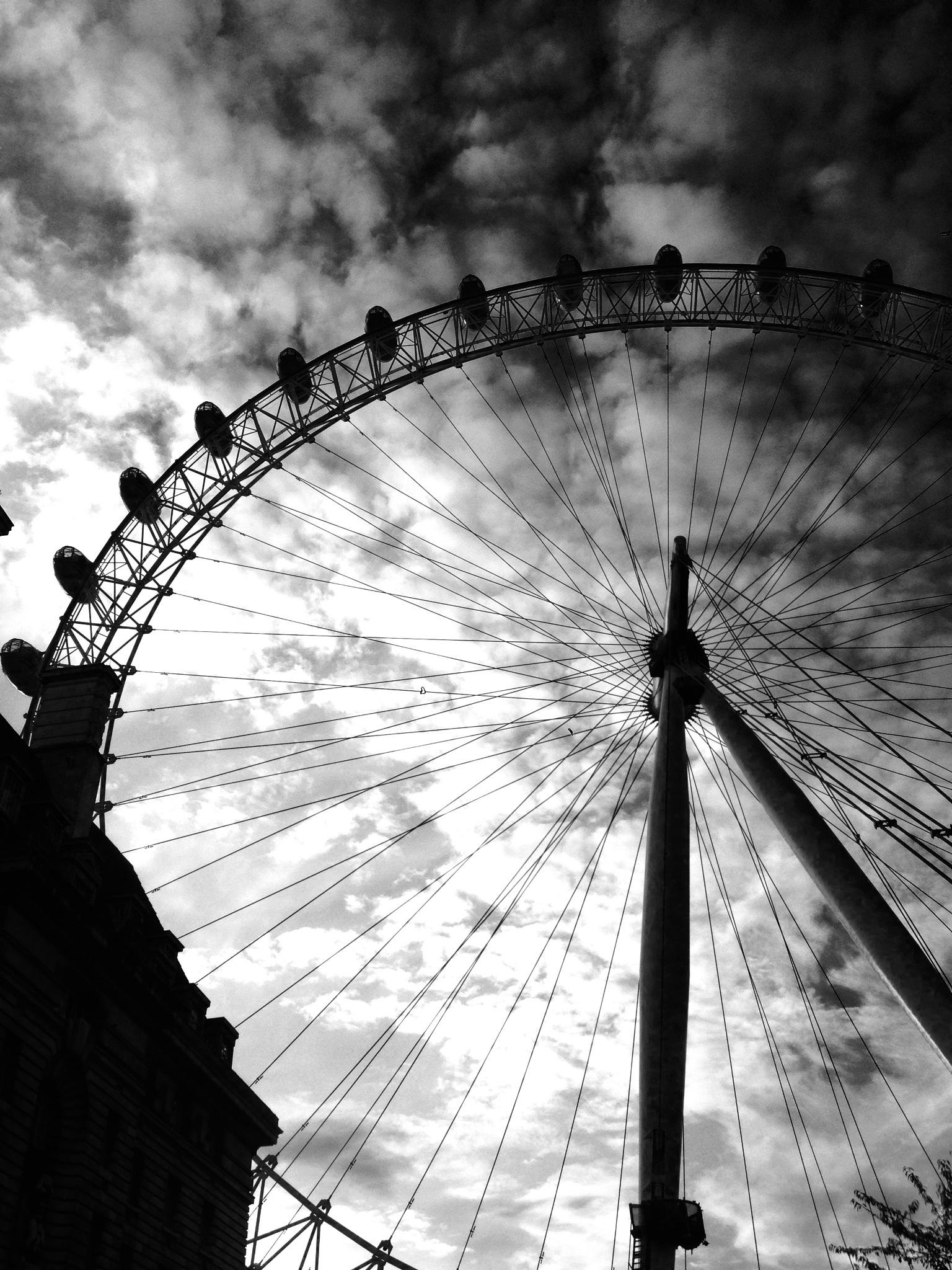 London Eye by JasonHawksworth