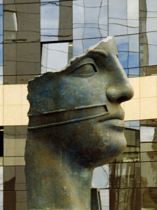 broken face by henkhessel