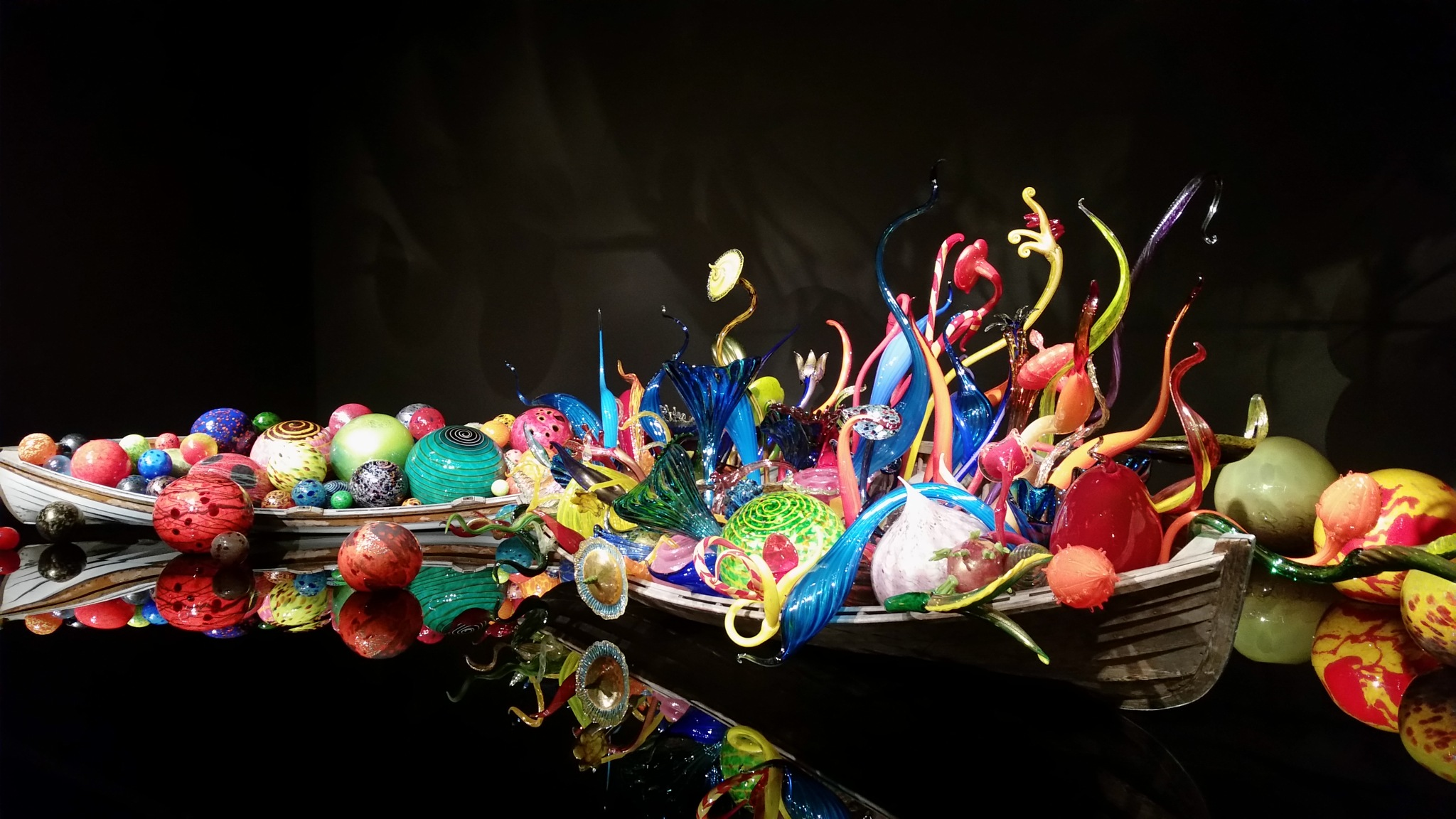 The Dale Chihuly Glass Museum in Seattle Washington one of the displays by B56