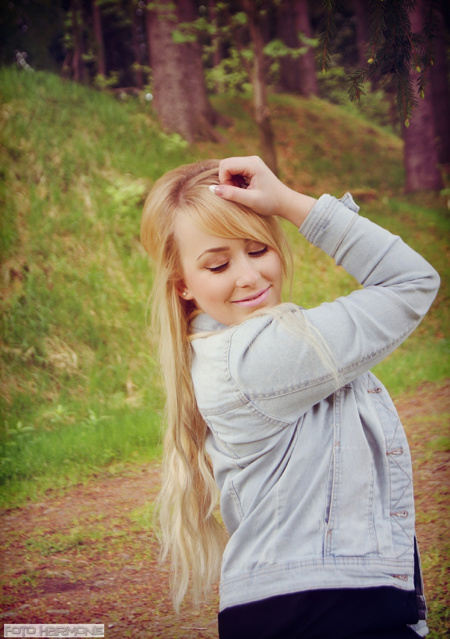 blond girl  by FotoHarmonie