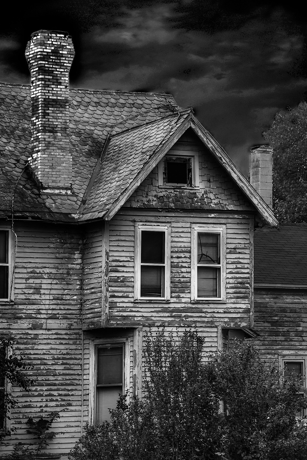 Abandoned House in Lorain County,Ohio by Walter Novak