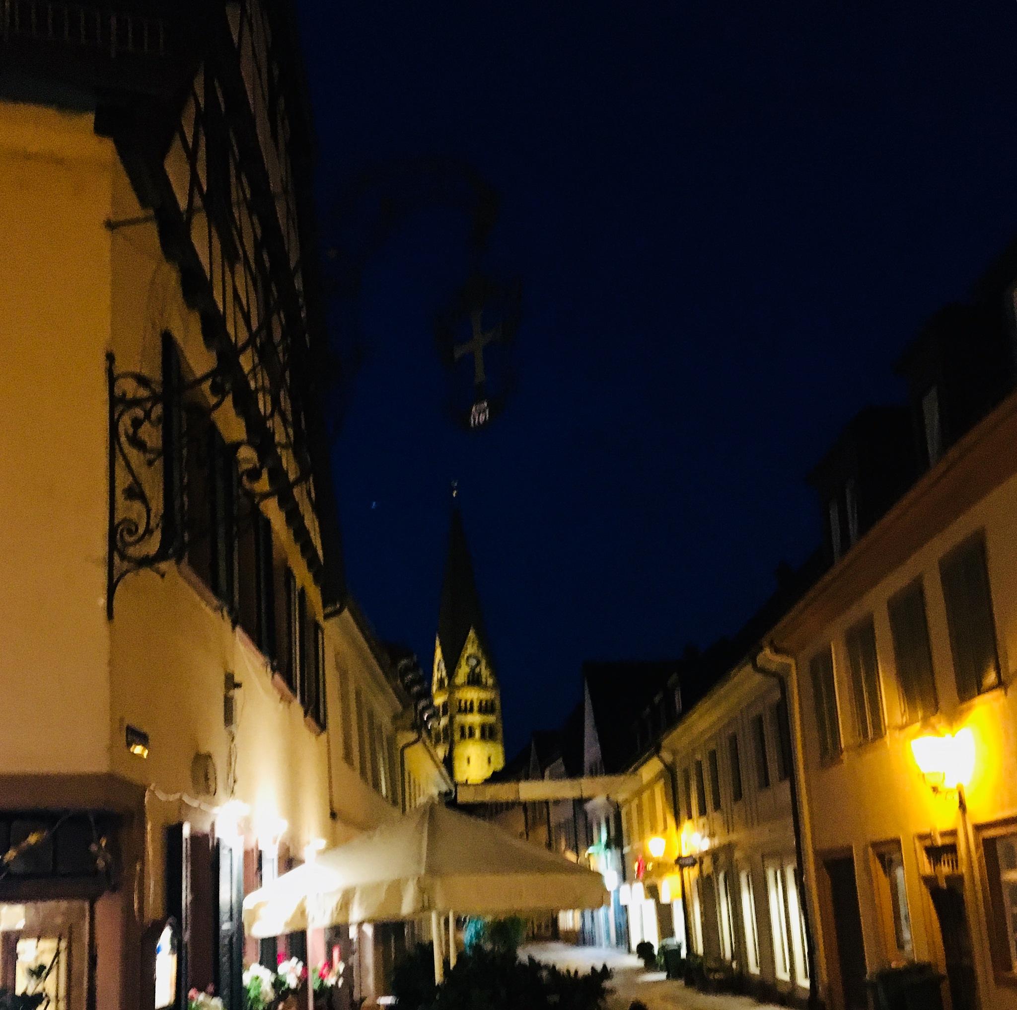 Night stroll  by ceciliacarcamo
